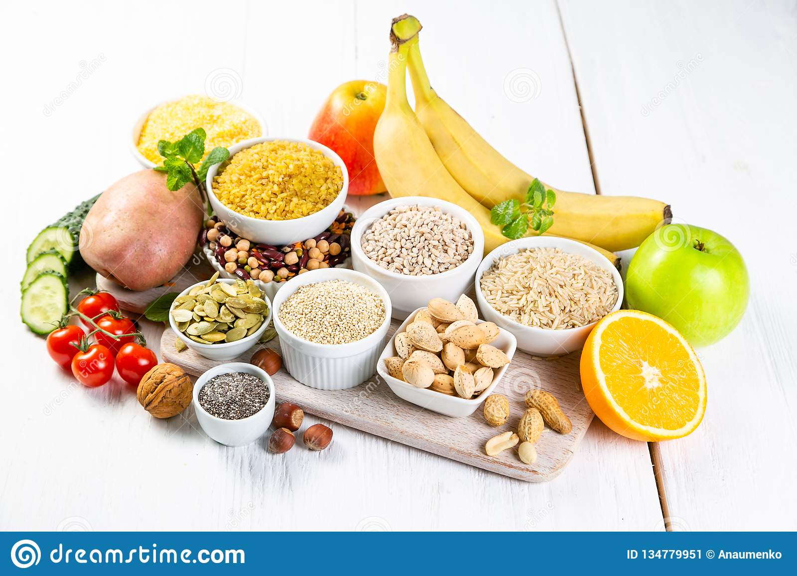 Selección de buenas fuentes de los carbohidratos Dieta sana del vegano