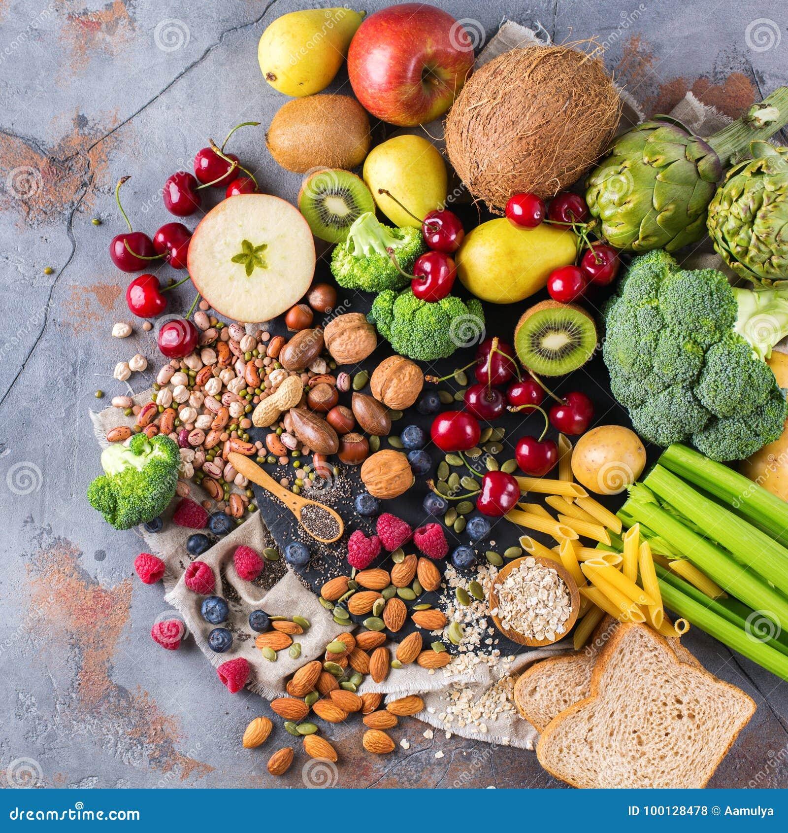 Selección de comida rica sana del vegano de las fuentes de la fibra para cocinar