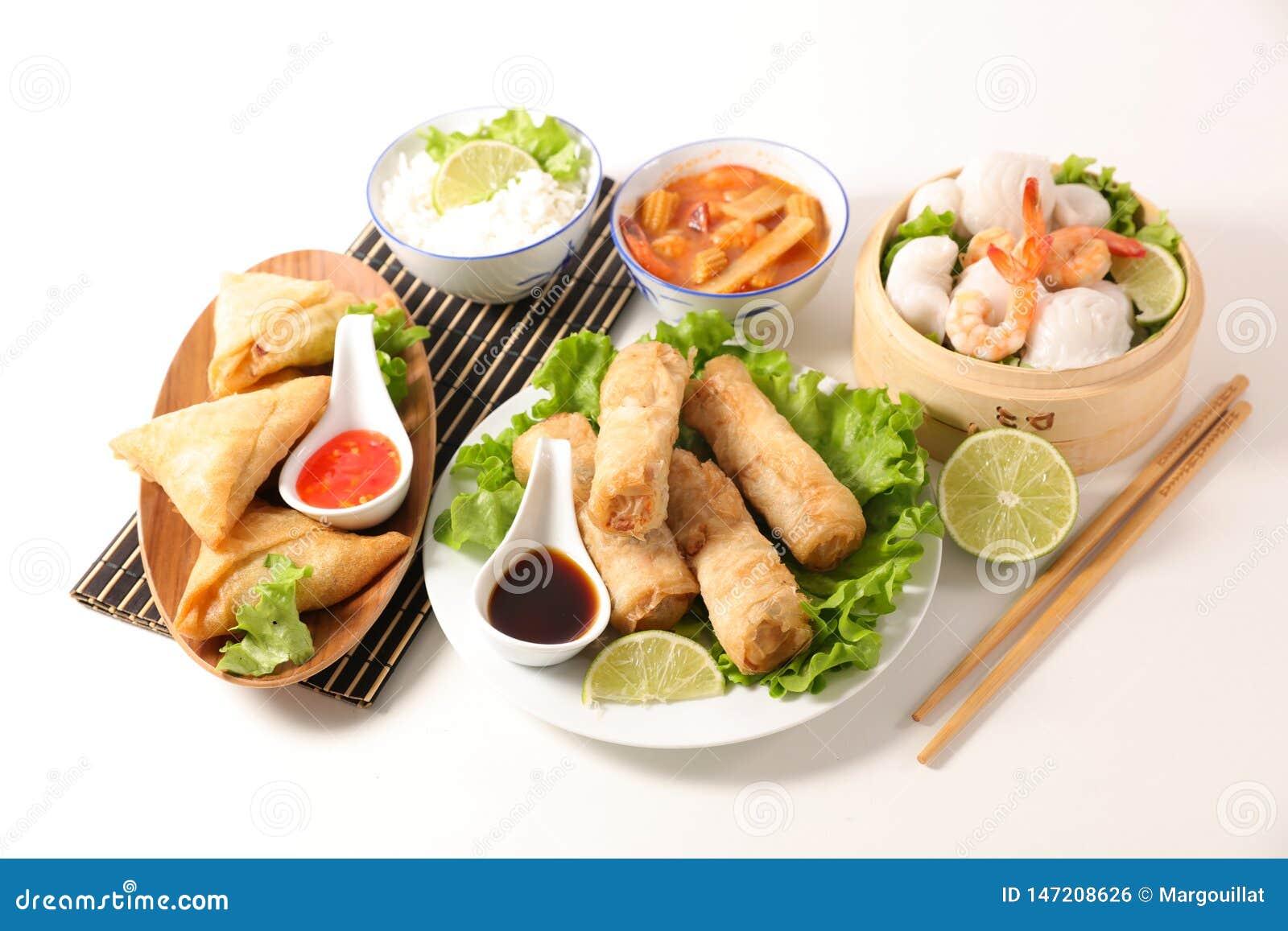 Selectie van Aziatische maaltijd met de lentebroodje