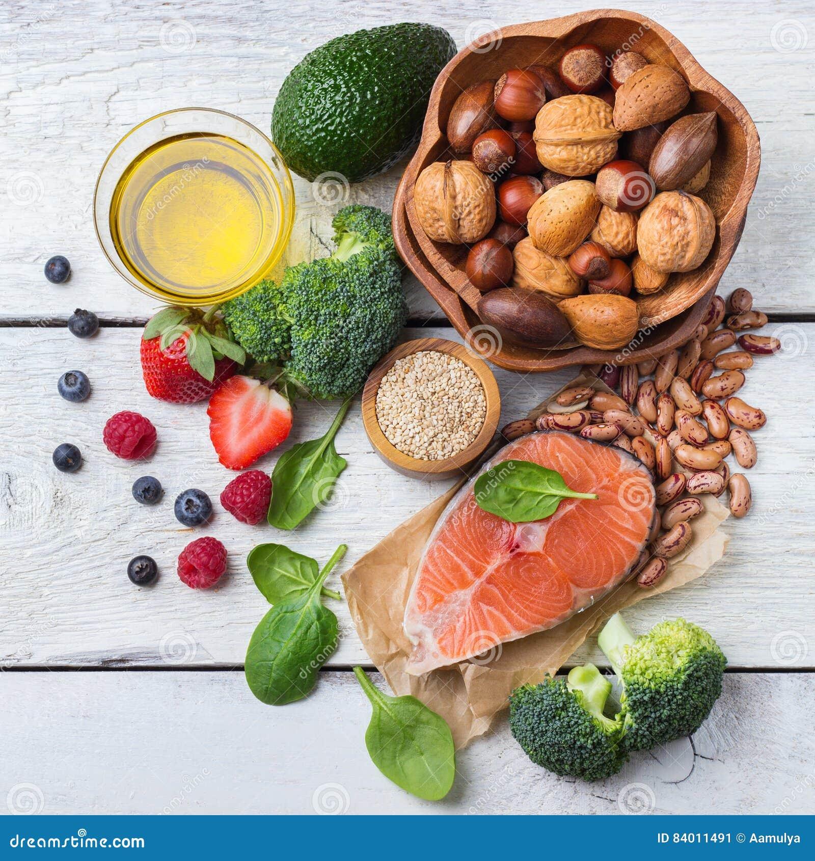 Selectie van gezond voedsel voor hart, het levensconcept