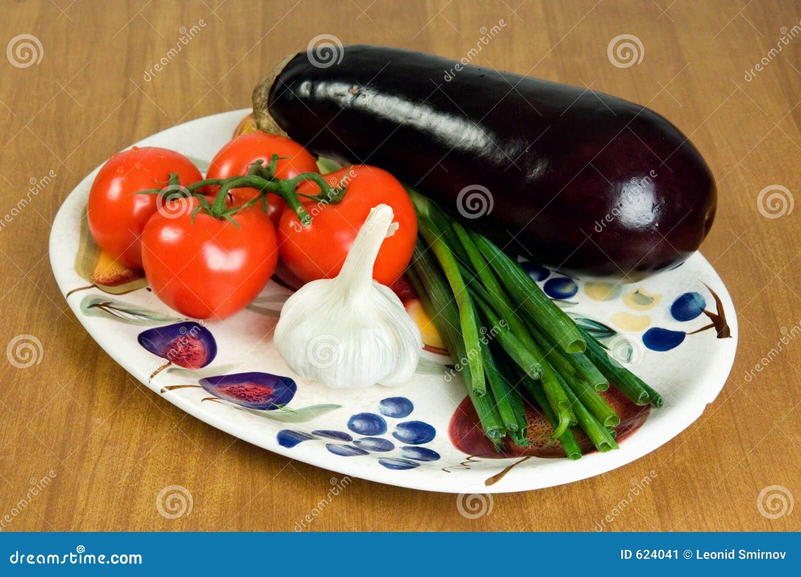 Selectie van verse groenten op een plaat 1.