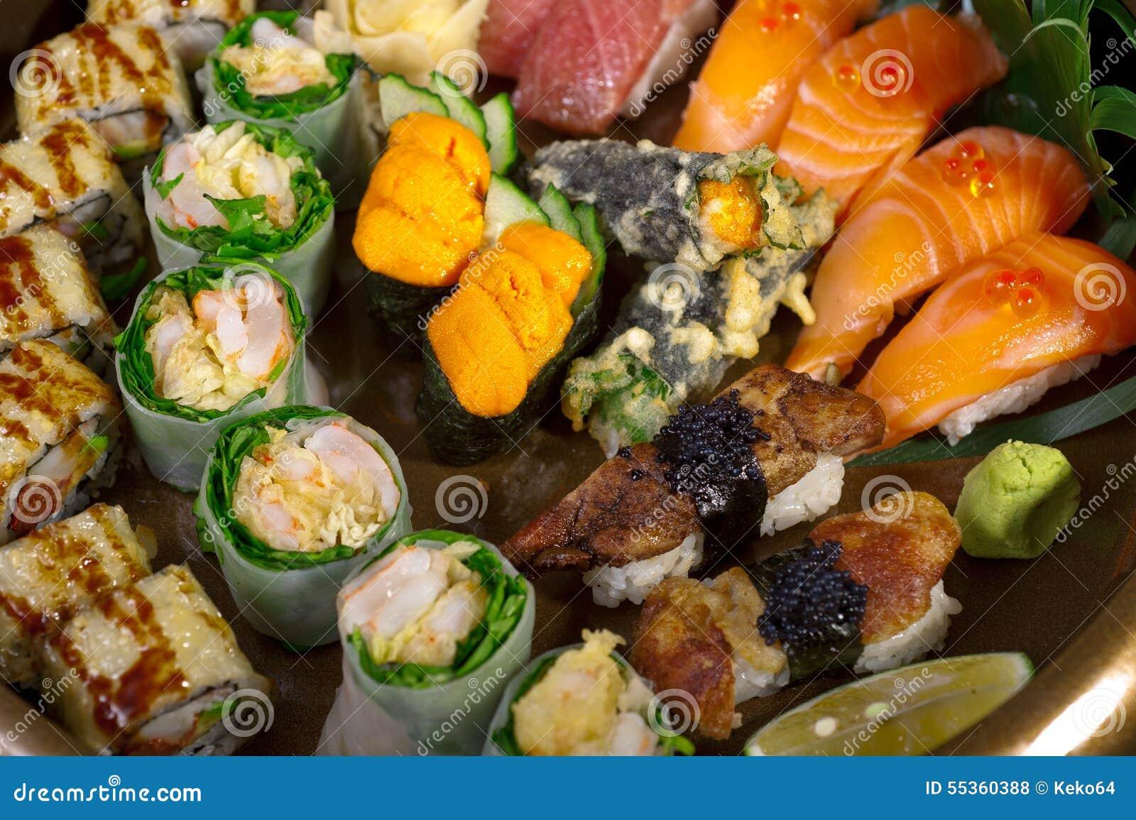 Selezione choice dell assortimento di miscuglio dei sushi freschi