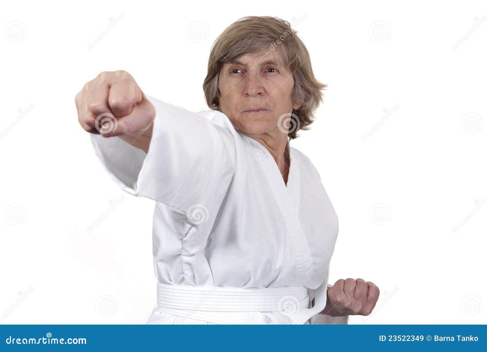 Selfdefence praticando aposentado da mulher