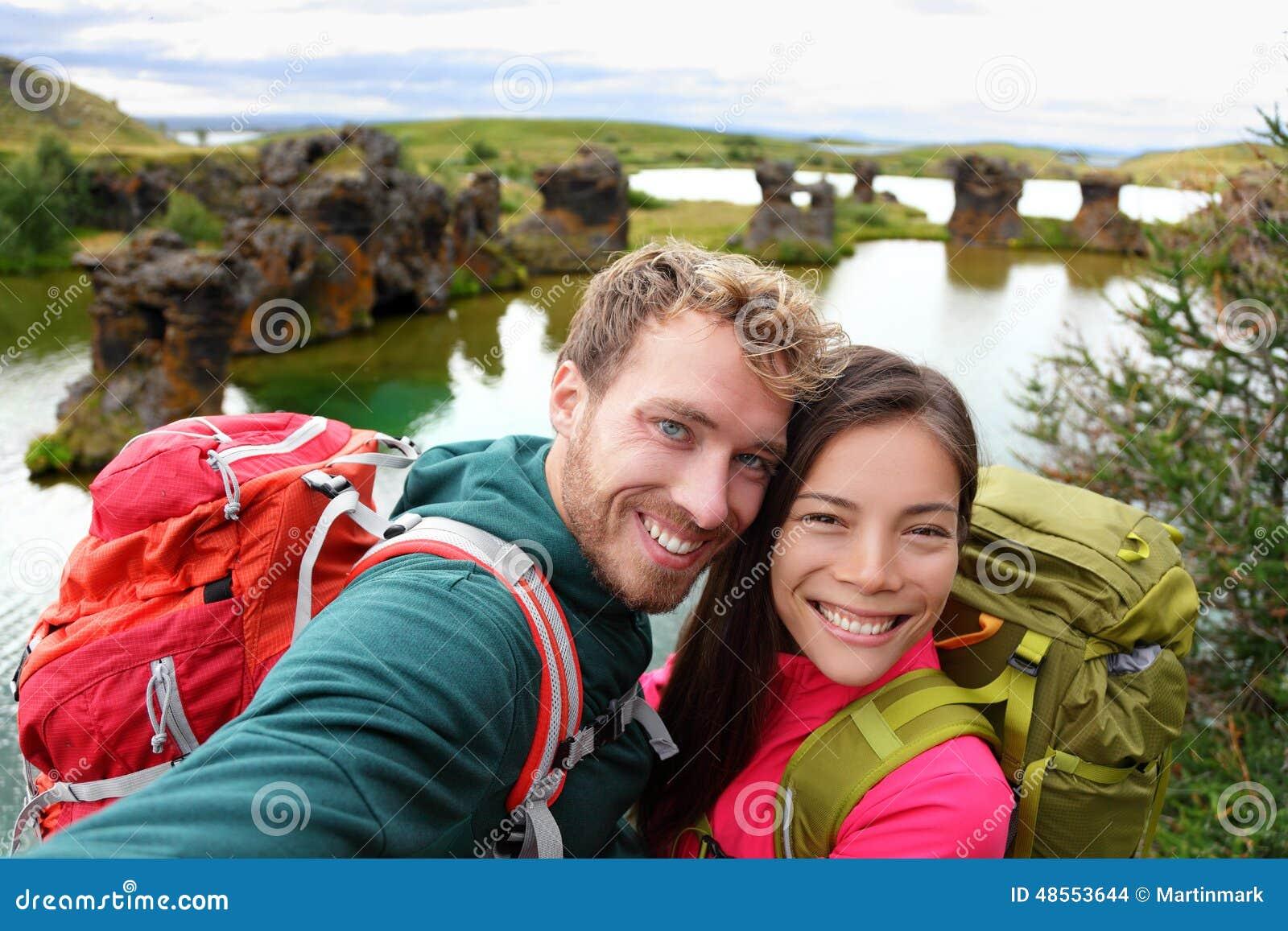 Selfie - пара перемещения на озере Myvatn Исландии