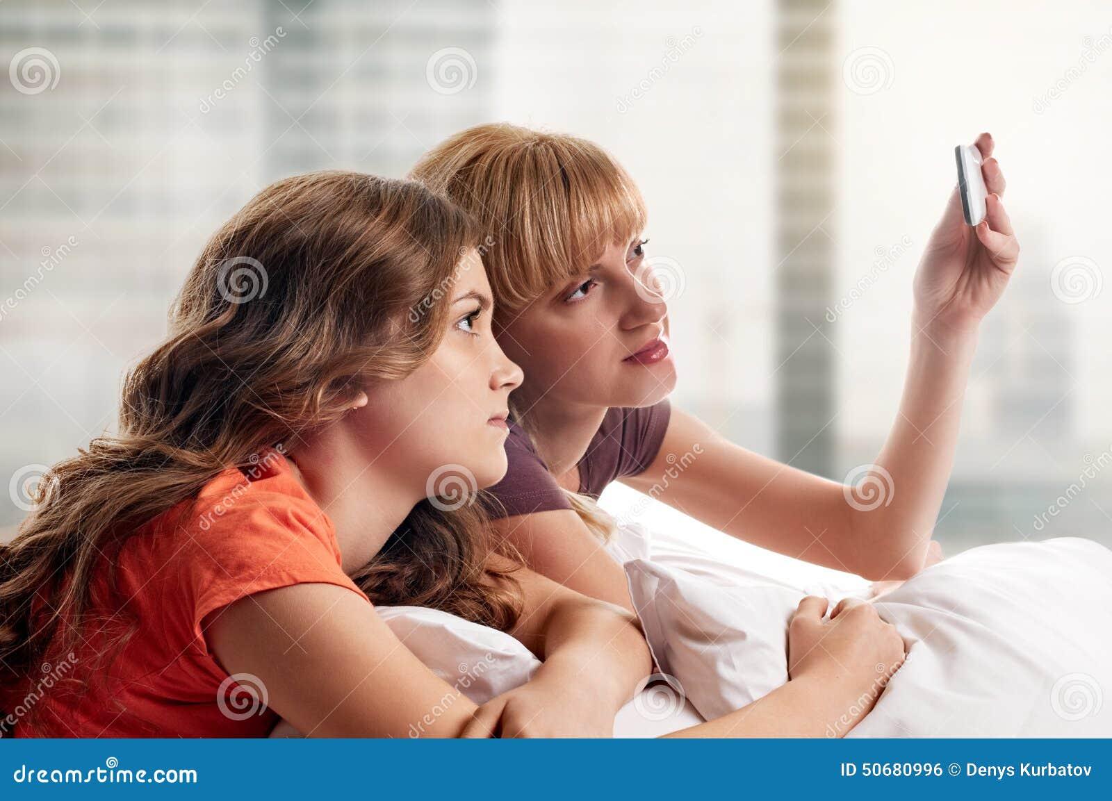 Download 做selfie 库存照片. 图片 包括有 友谊, 滑稽, 女孩, 豪华, 朋友, 女性, 查找, 关系, beautifuler - 50680996