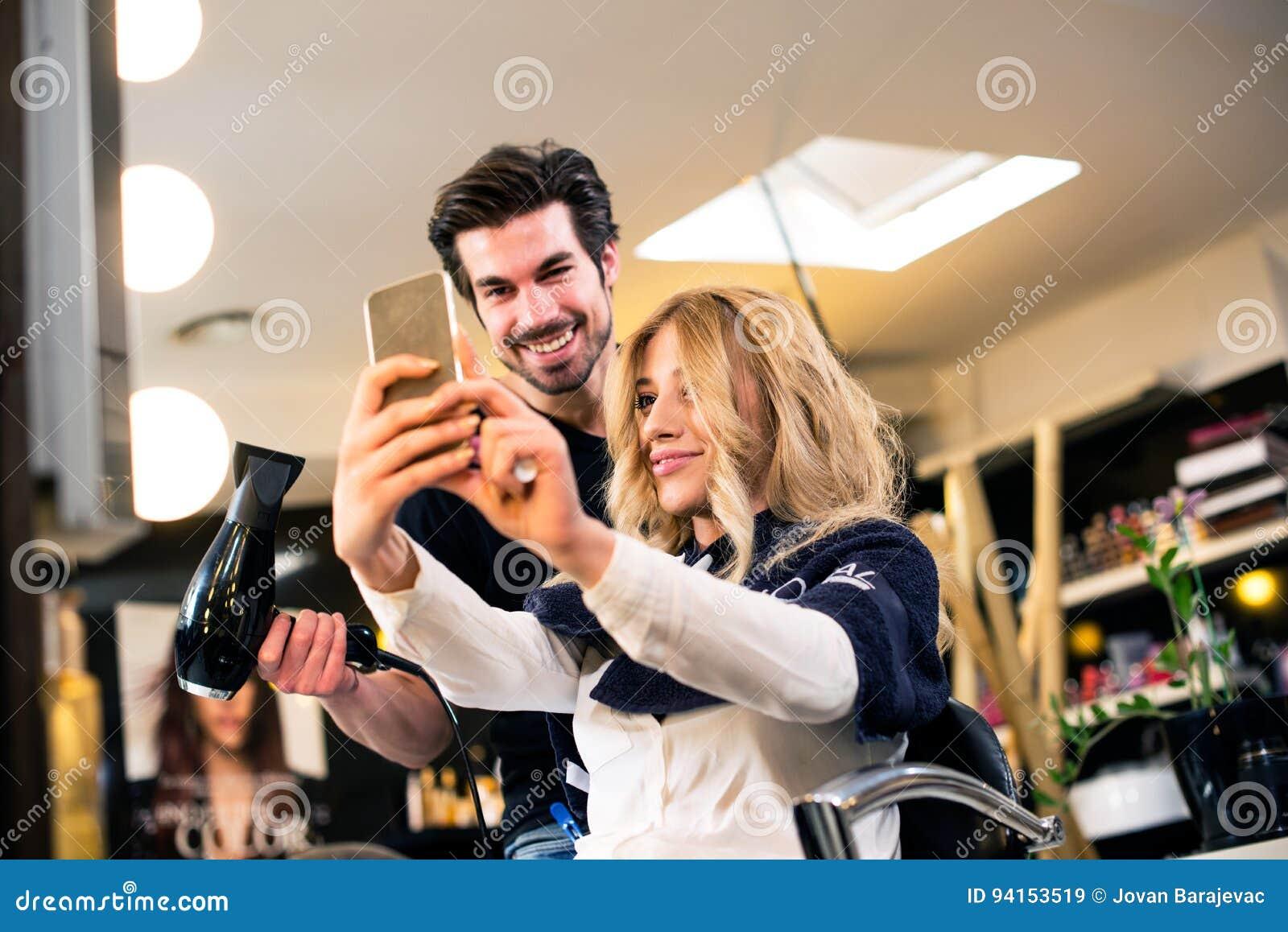 Selfie con il parrucchiere