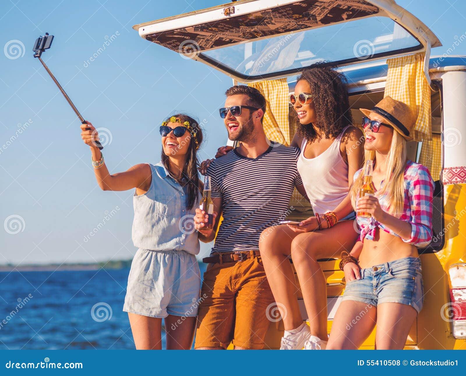 Selfie da viagem por estrada