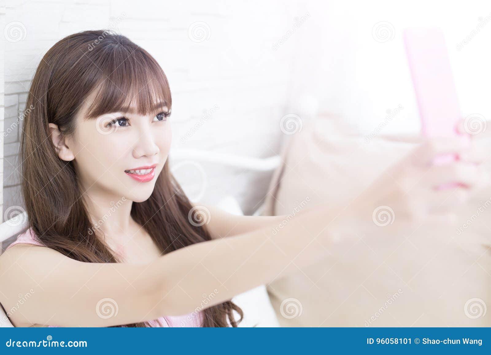 Selfie de femme de beauté