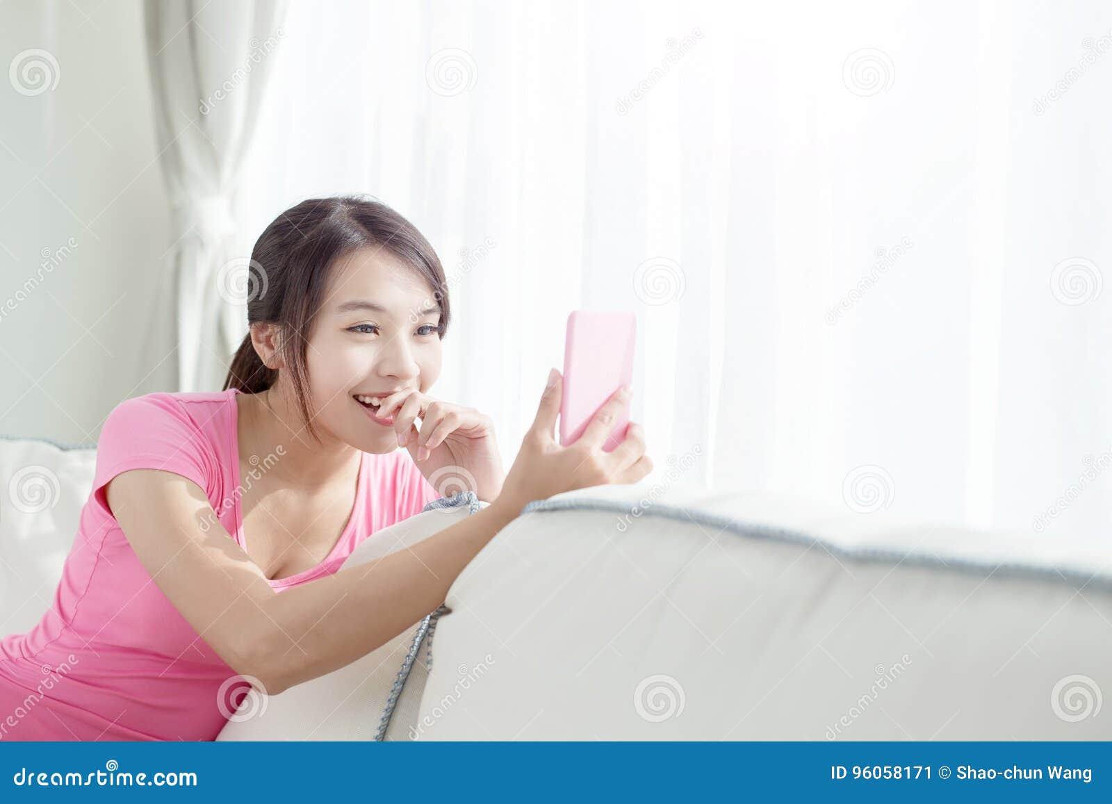 Selfie de femme heureusement