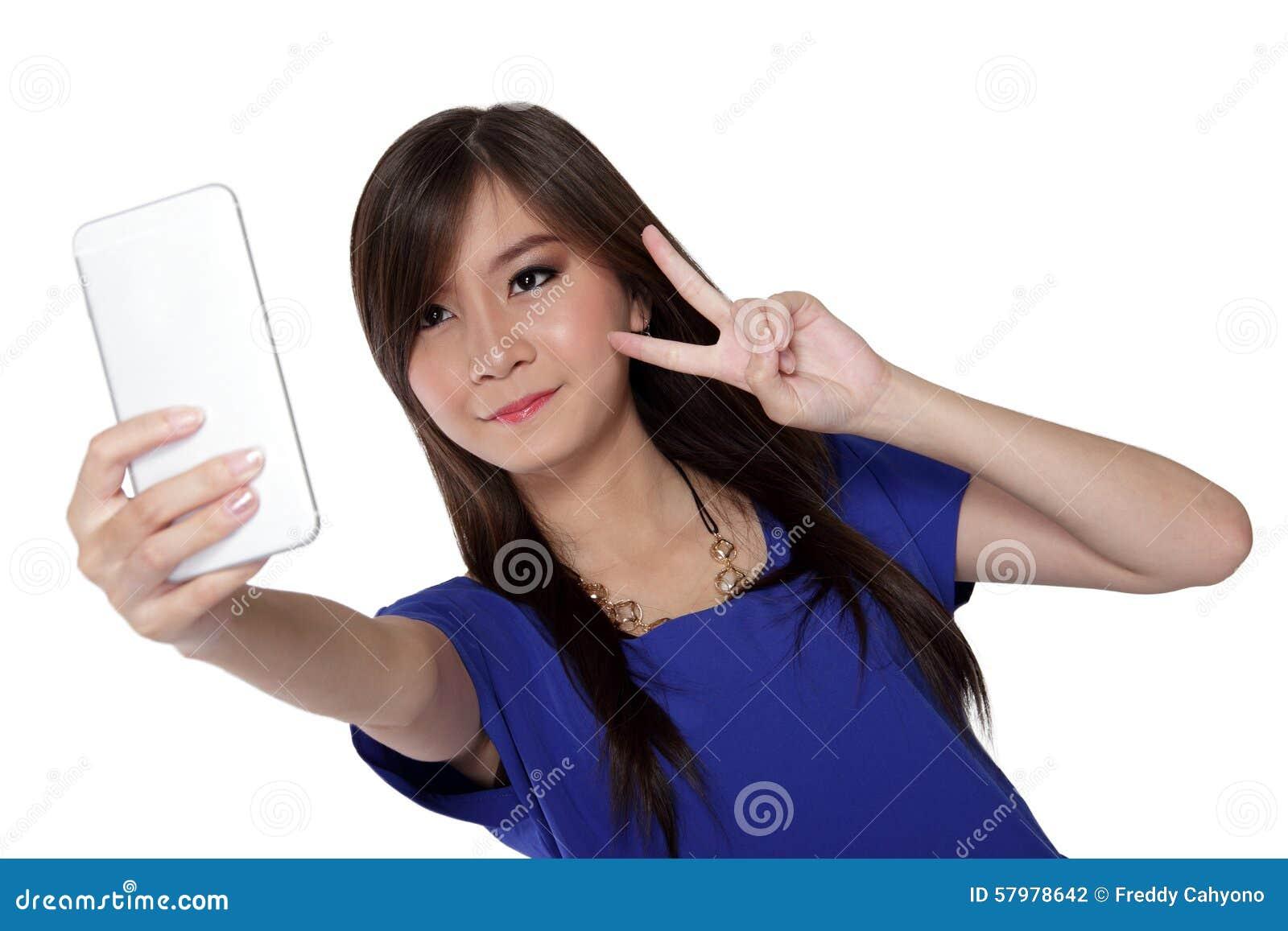 Selfie de signe de paix avec le téléphone