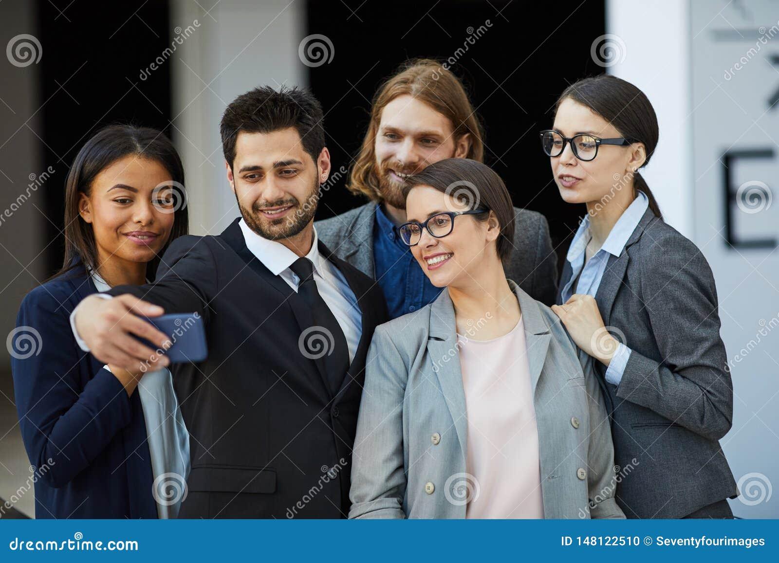 Selfie del grupo del equipo del negocio