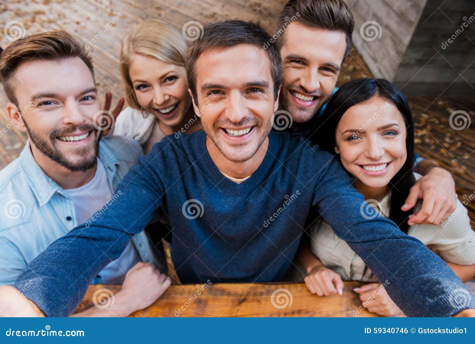 Selfie engraçado com amigos