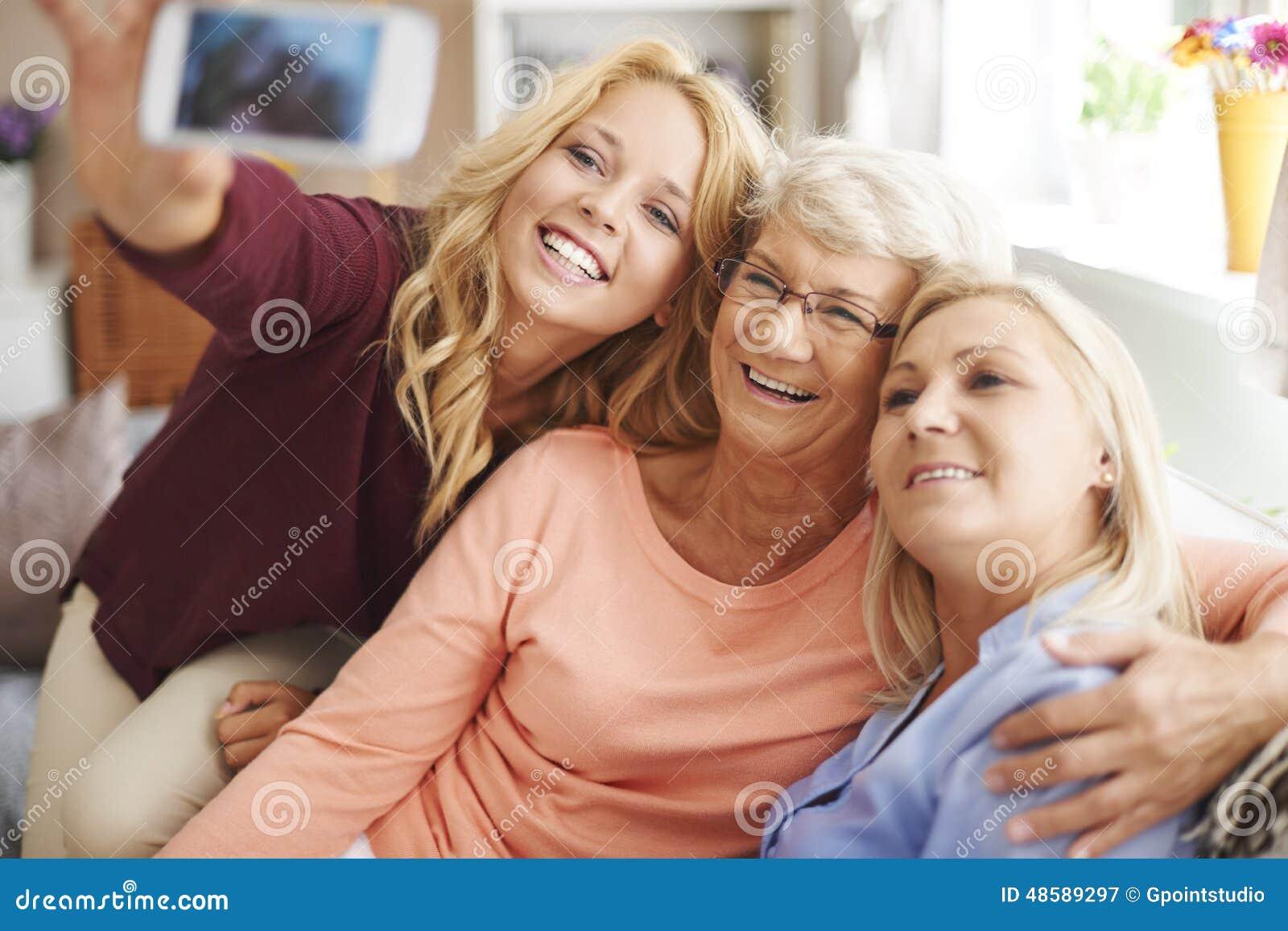 Selfie met mamma en oma