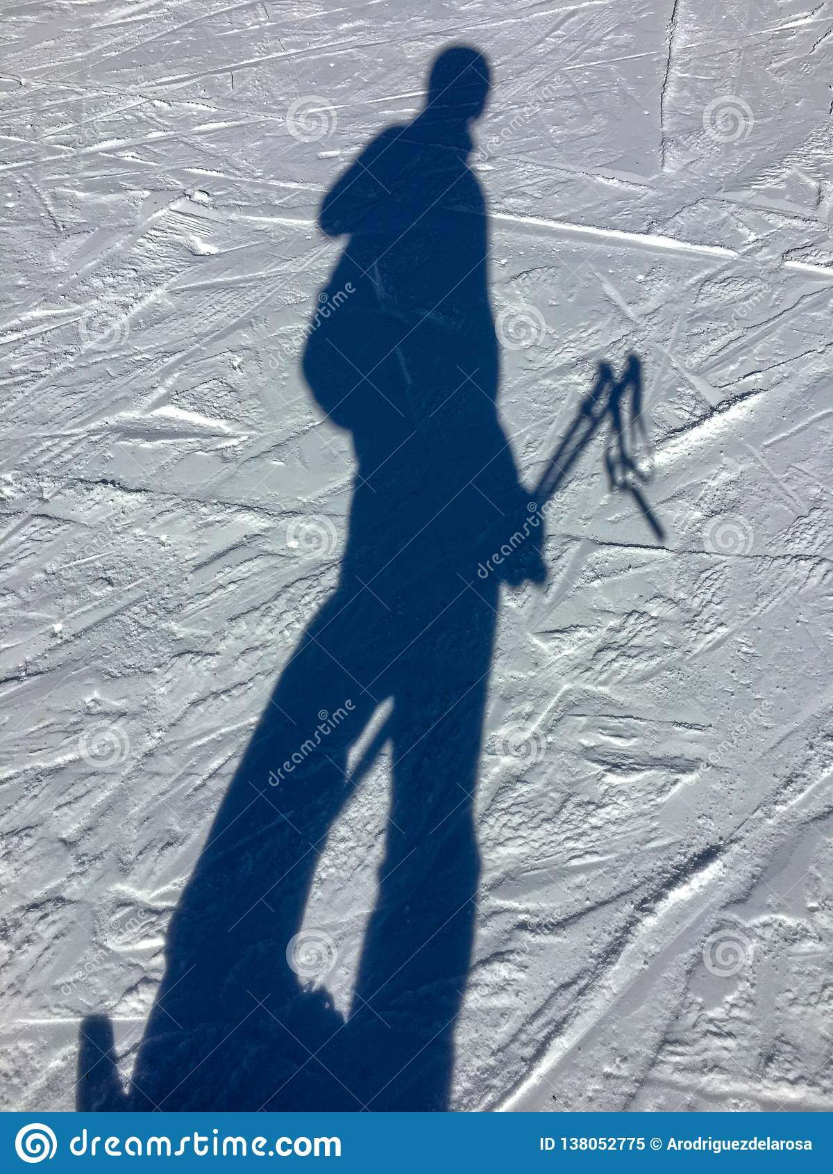 Selfie na sombra da neve no recurso do céu de Grandvalira