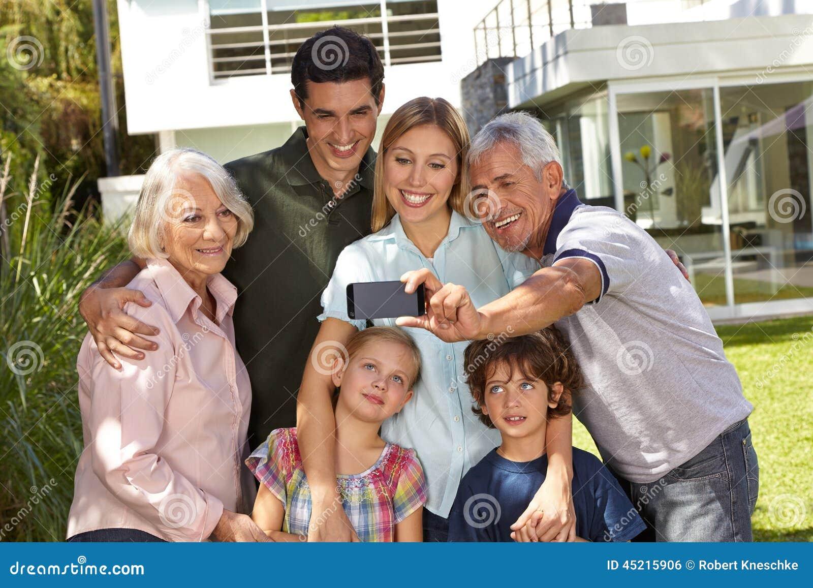 Selfie rodzina z dziećmi