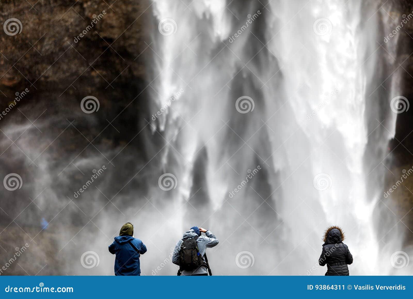 Seljalandsfoss é uma das cachoeiras as mais bonitas no CI