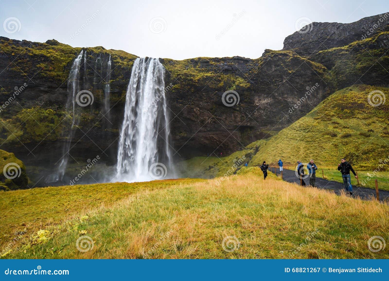 Seljalandsfoss, cachoeira famosa em Islândia