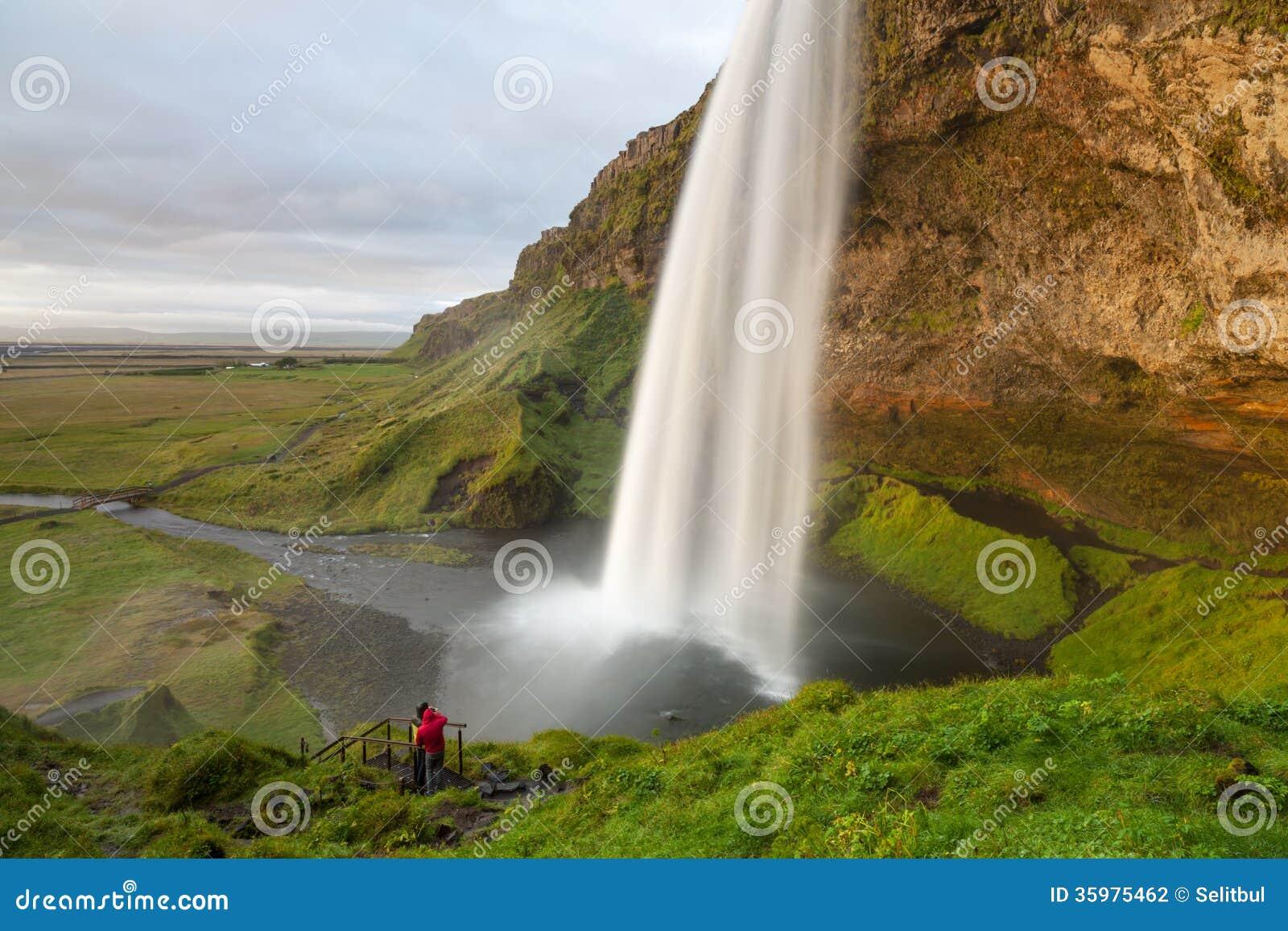 Seljalandsfoss siklawa przy zmierzchem, półudniowy-zachód Iceland
