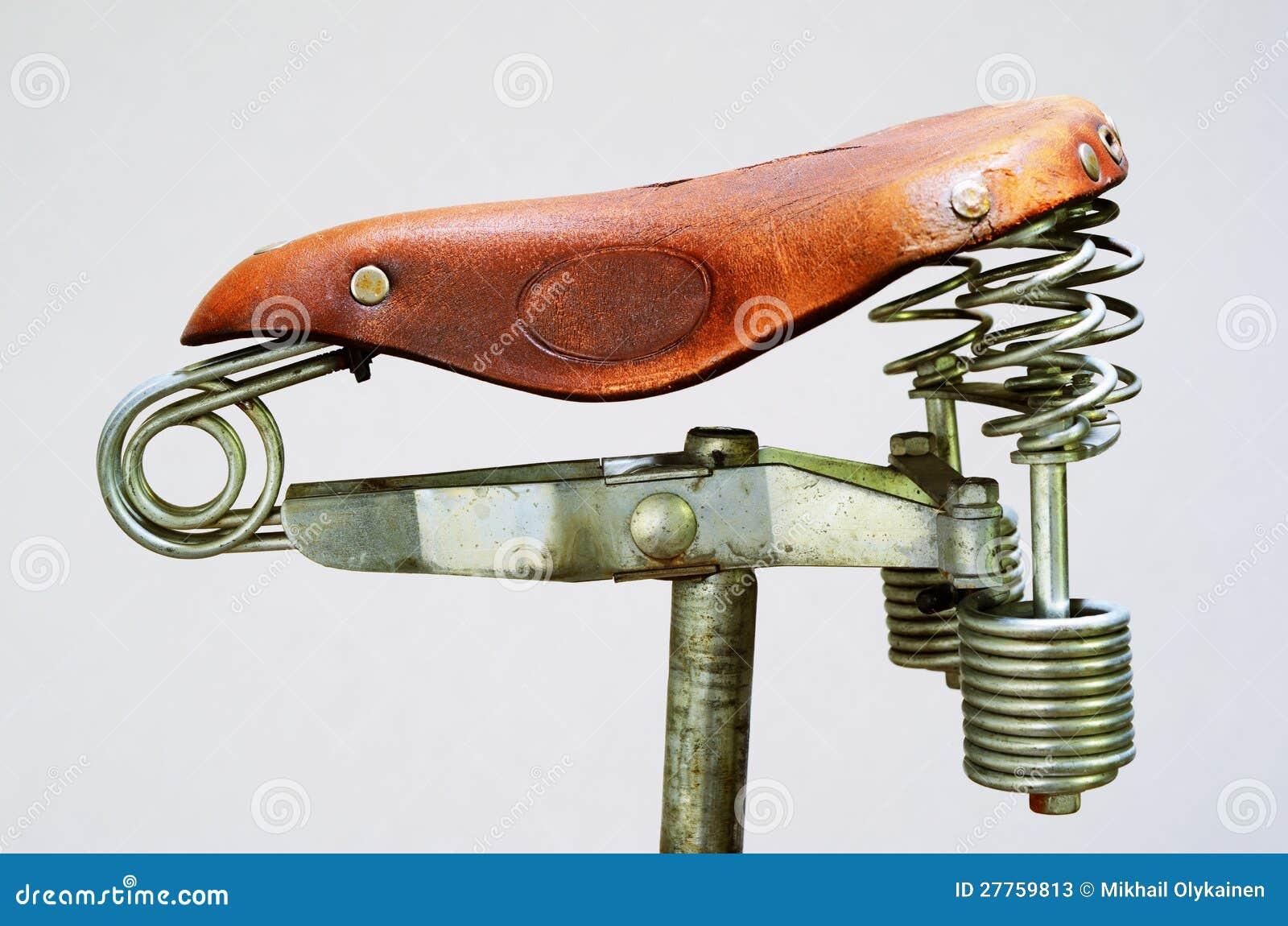 Selle démodée de vélo de cuir de cru