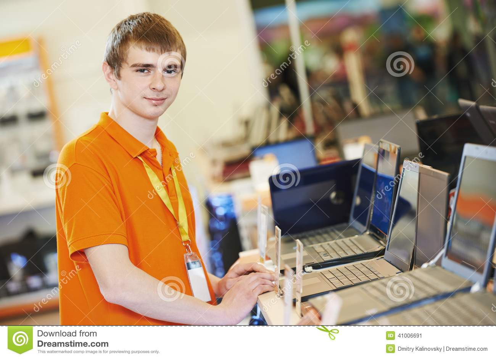 Трахнул менеджера магазина, Менеджер магазина лихо порет узкоглазую тайку на столе 27 фотография