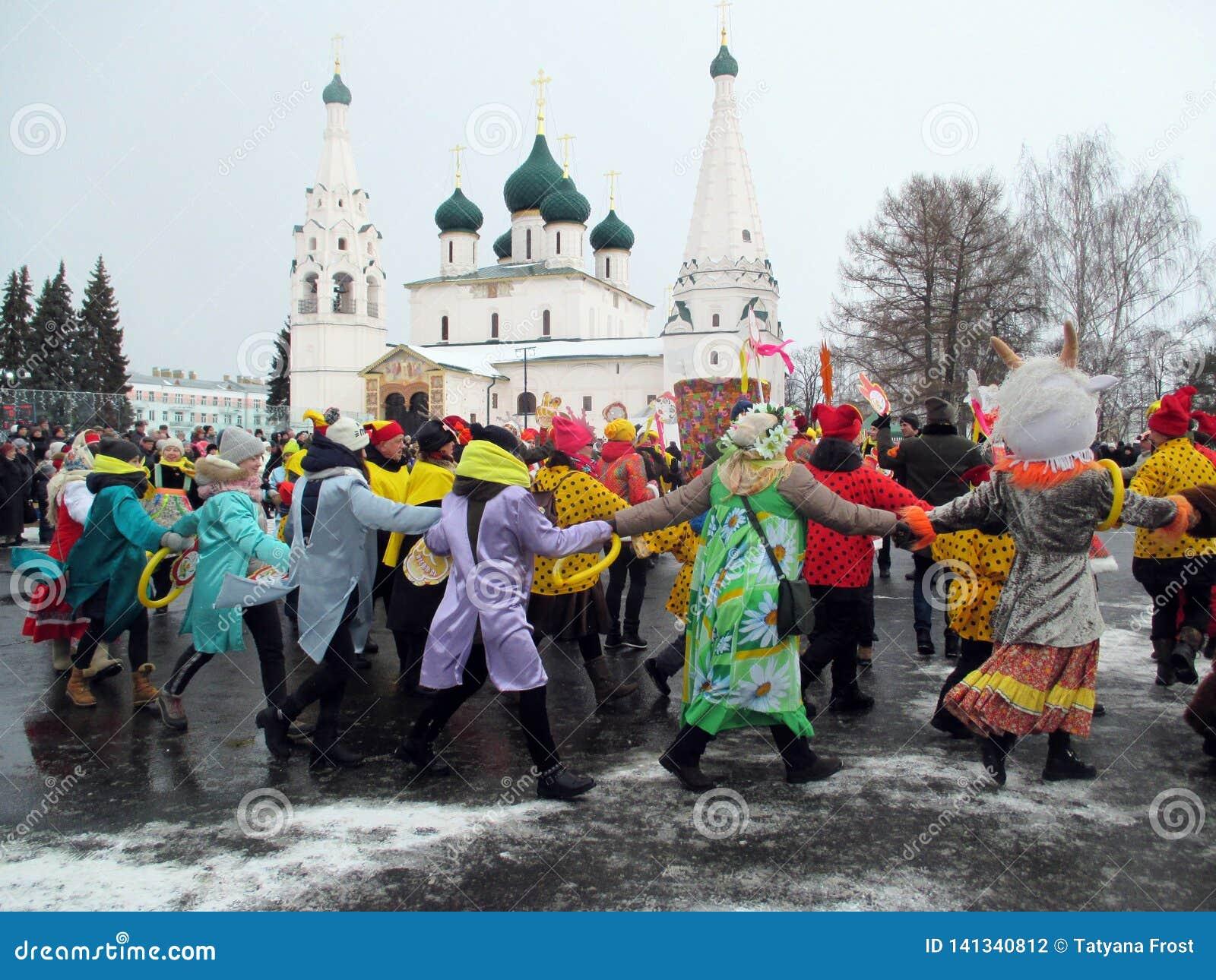 Semana de Puncace em Yaroslavl Dança redonda