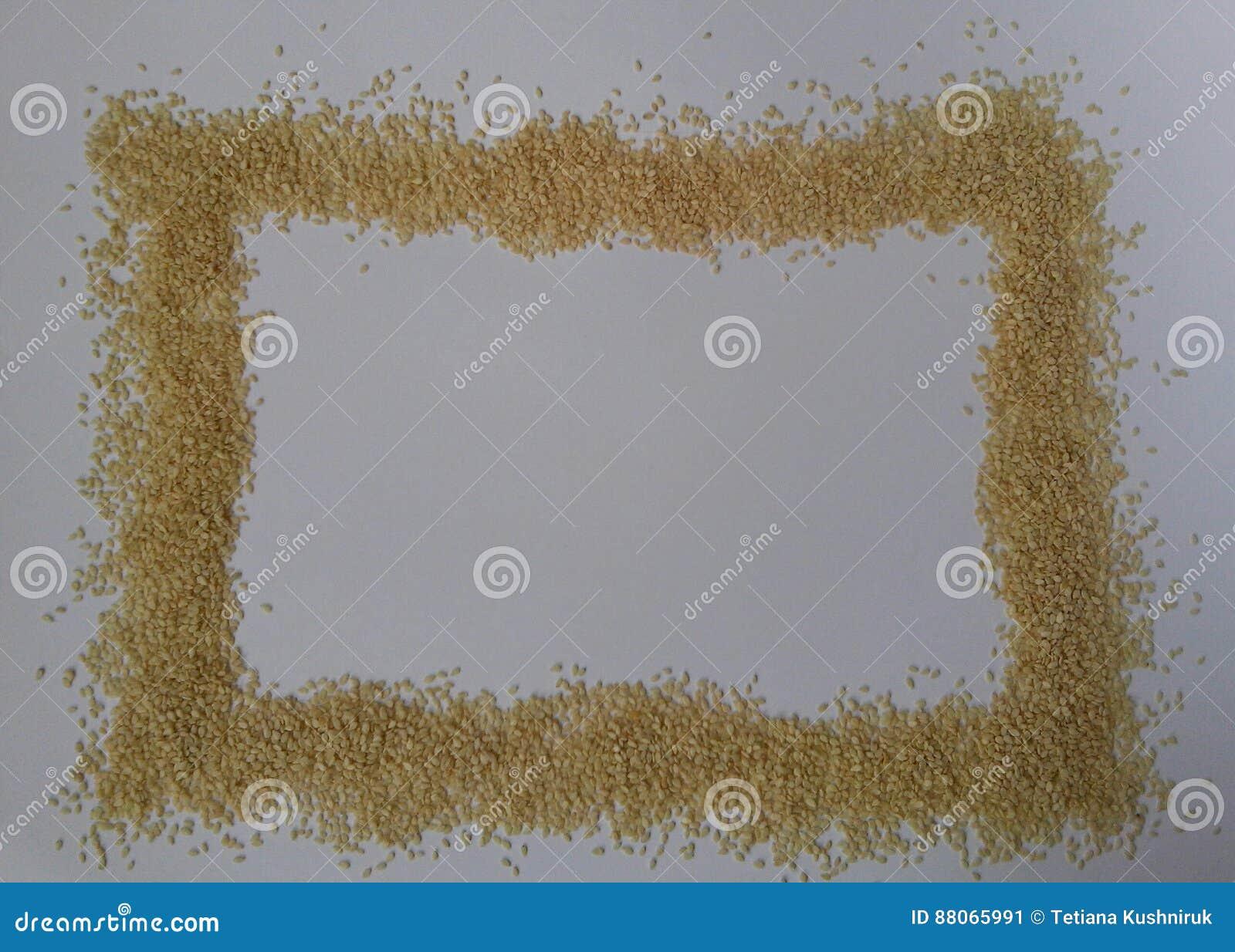 Sementes de sésamo no fundo branco textura clara Vista superior Isolado no branco Alimento