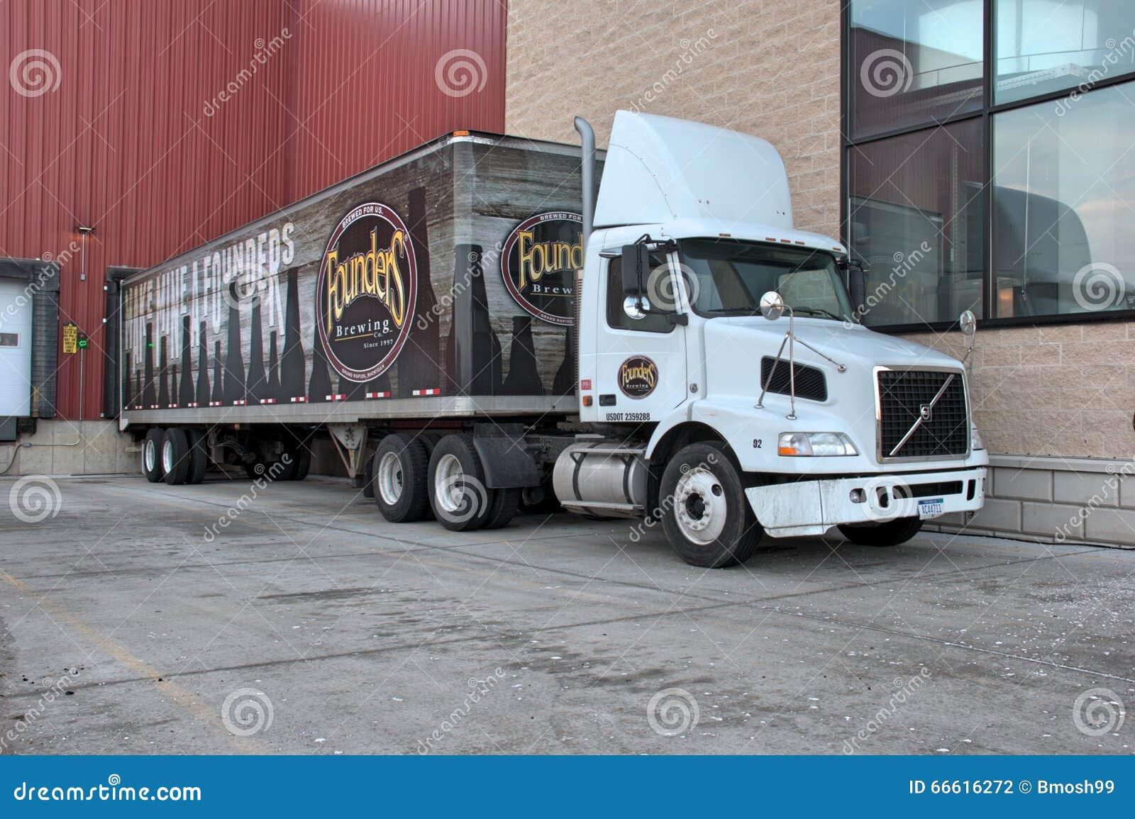 Semi camión parqueado en Founders Brewing Company