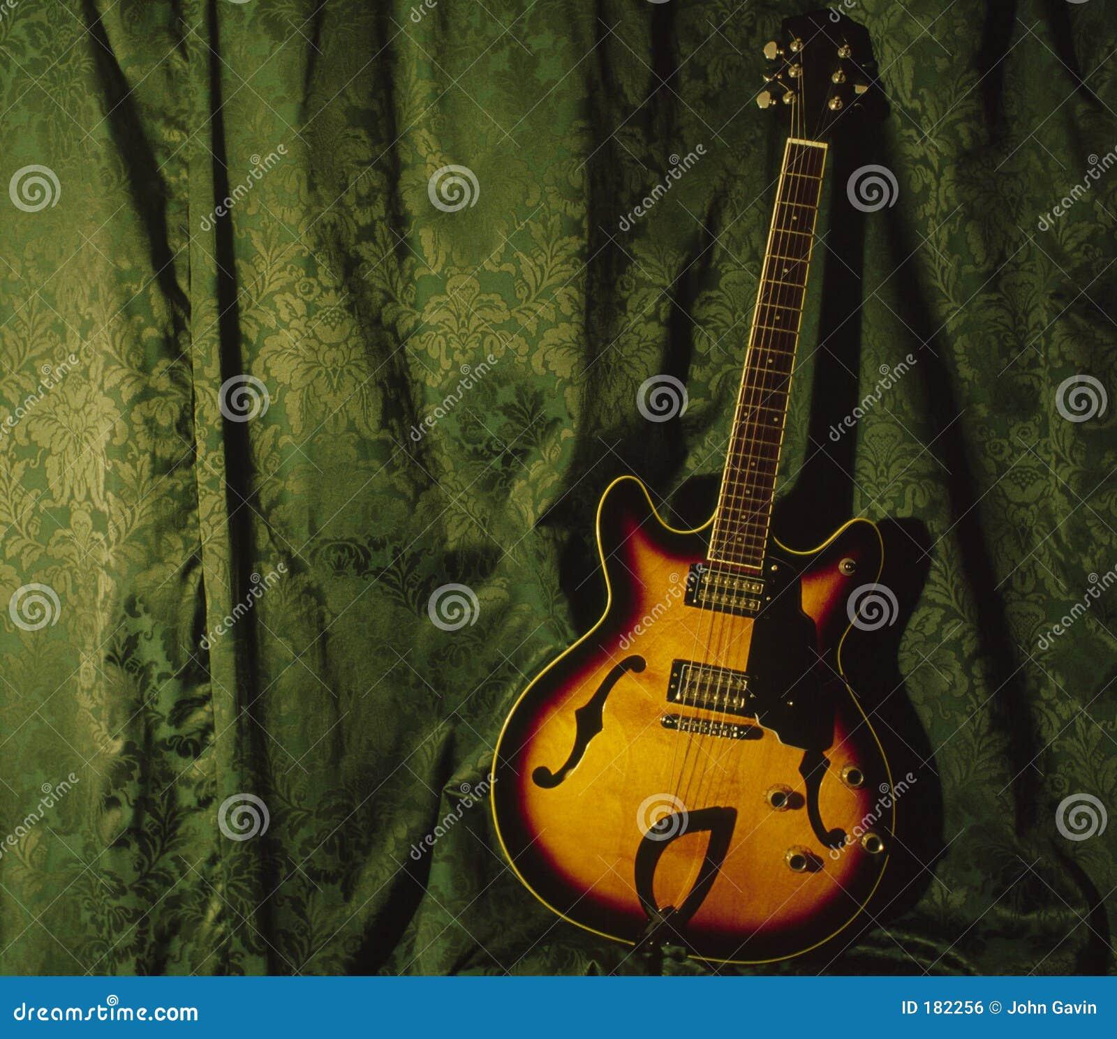 Semi guitare d Accoustic