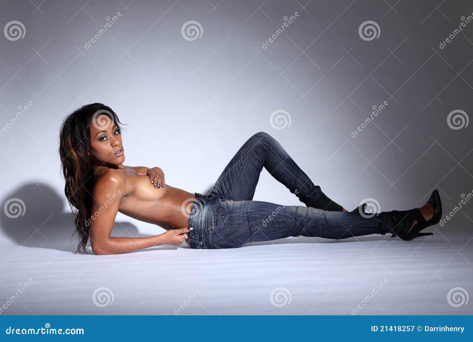 mooie naakte Afrikaanse vrouwen