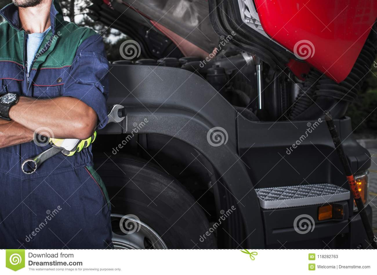 Semi Truck Mechanic Job Stock Image Image Of Mechanical 118282763