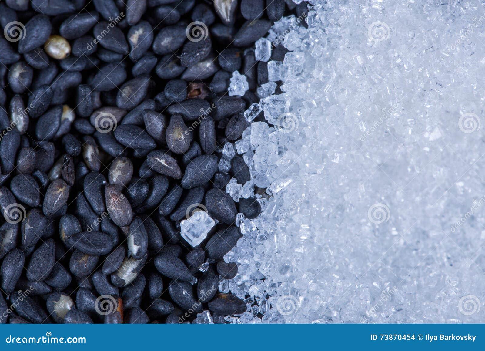 Semillas y azúcar oscuros