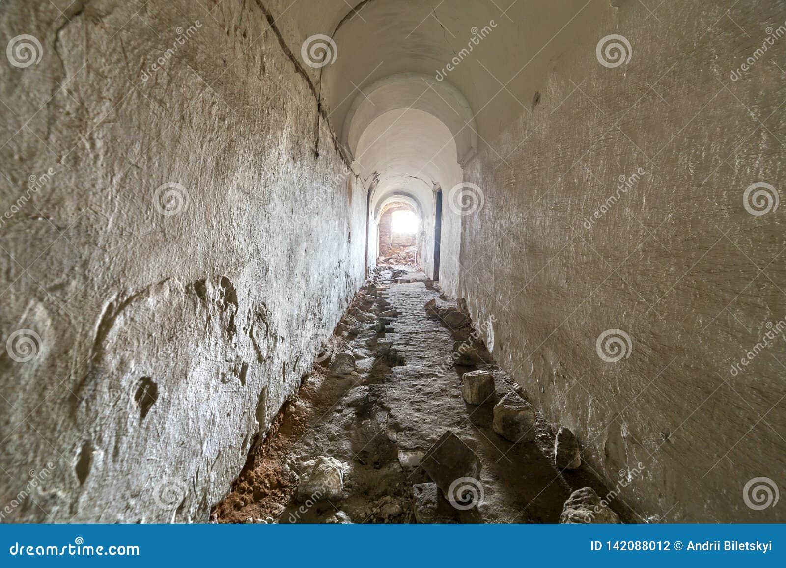 Seminterrato Di Vecchia Costruzione Della Fortezza ...
