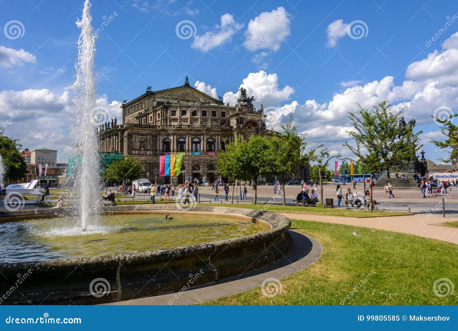 Semperoper à Dresde, Saxe, Allemagne