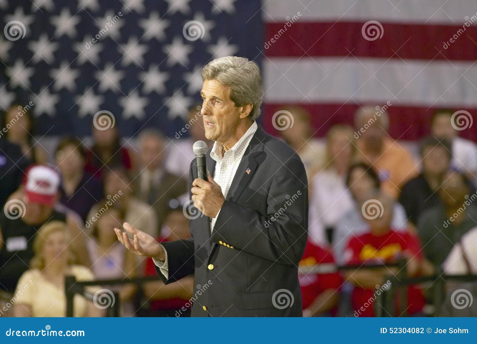 Senator John Kerry die publiek van oudsten richten op het Rec van de Valleimening Centrum, Henderson, NV
