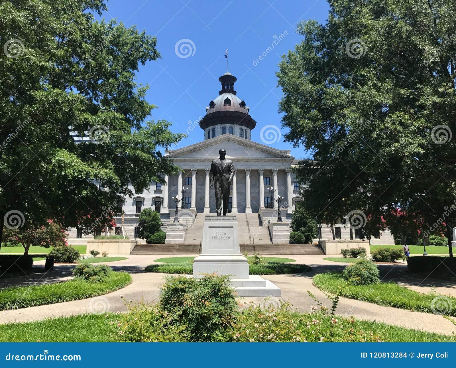Senatorn Strom Thurman Statue framme av den södra Carolina State House