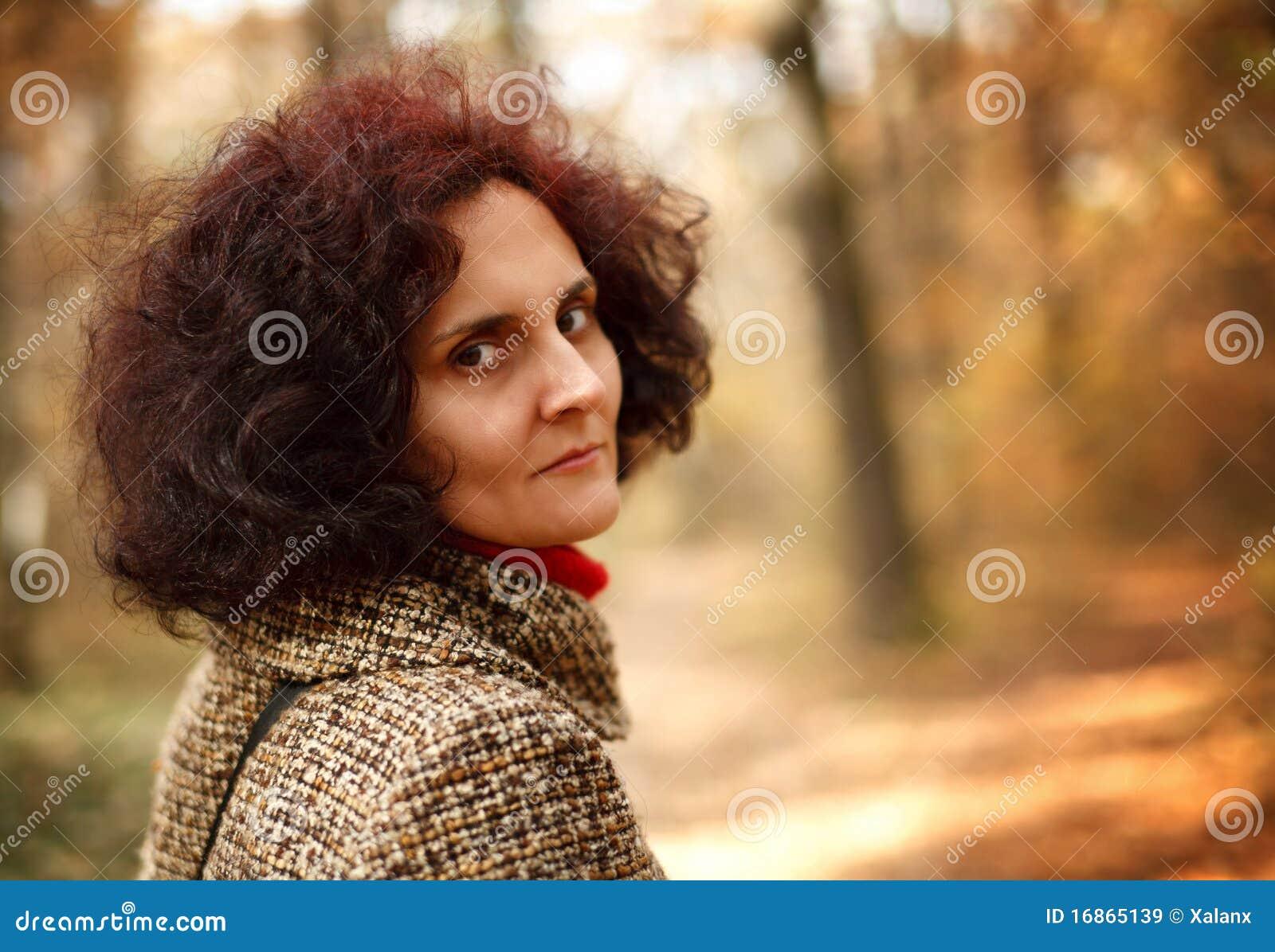 Senhora do Redhead ao ar livre