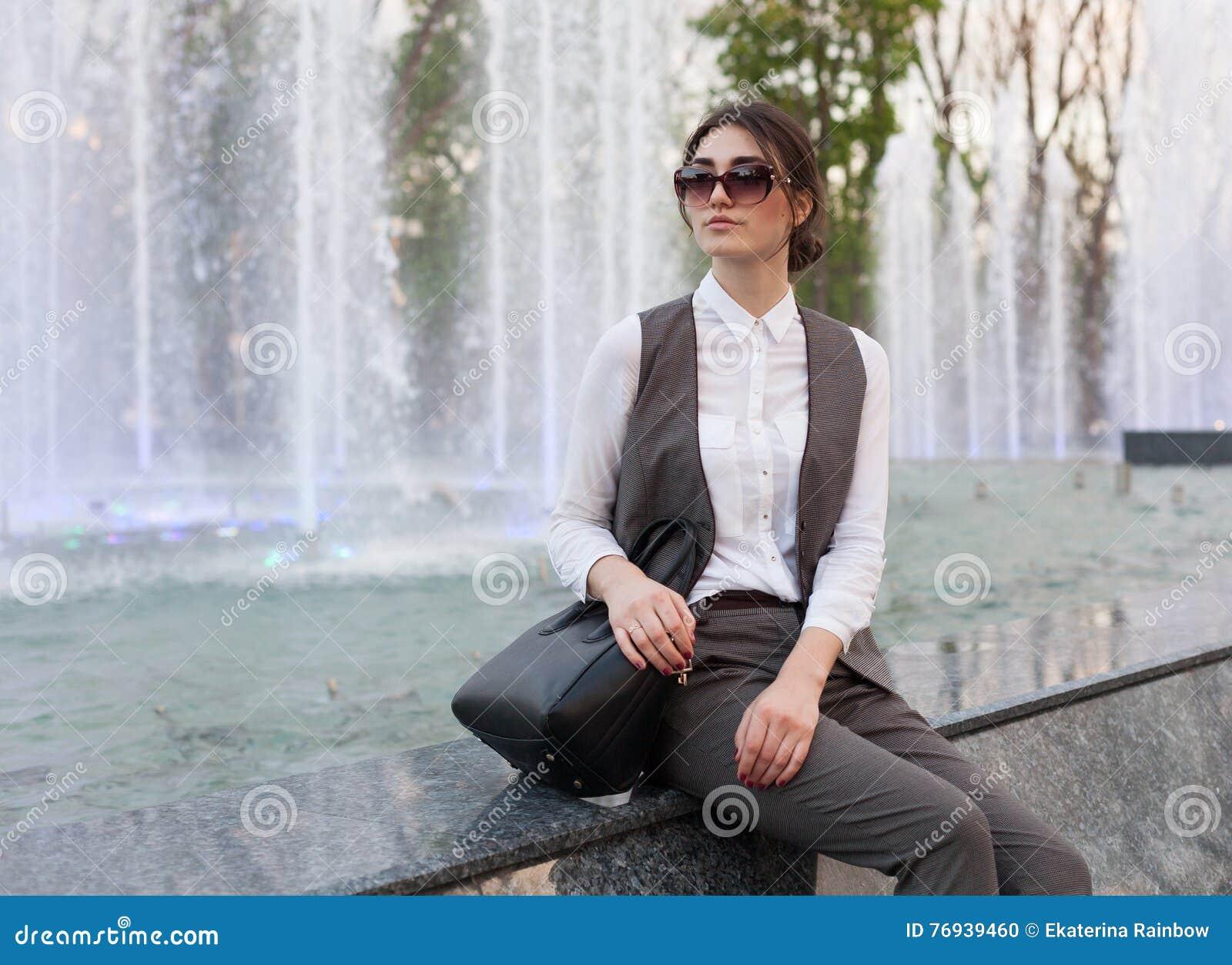 Senhora em um terno de negócio