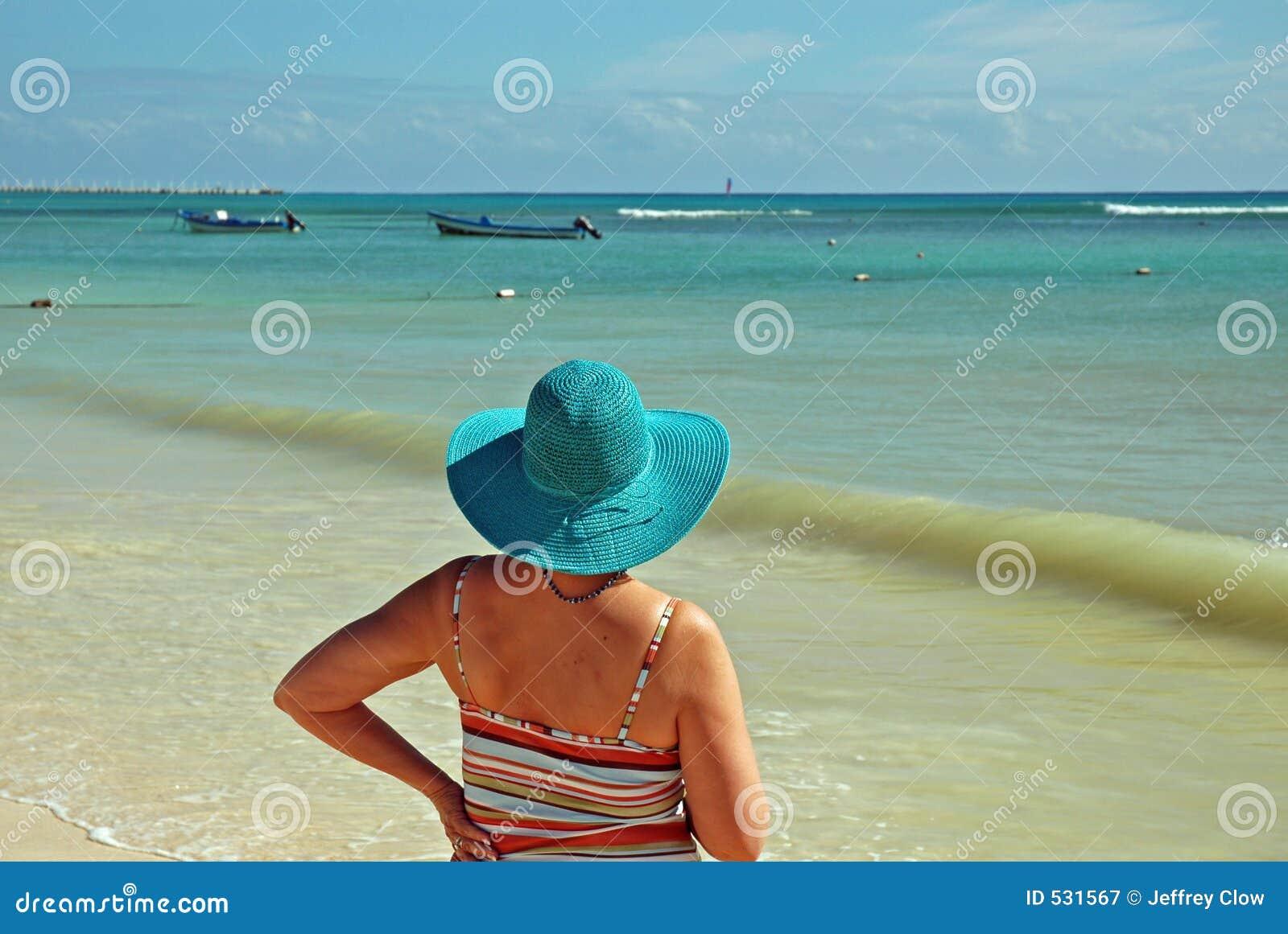 Senhora na praia