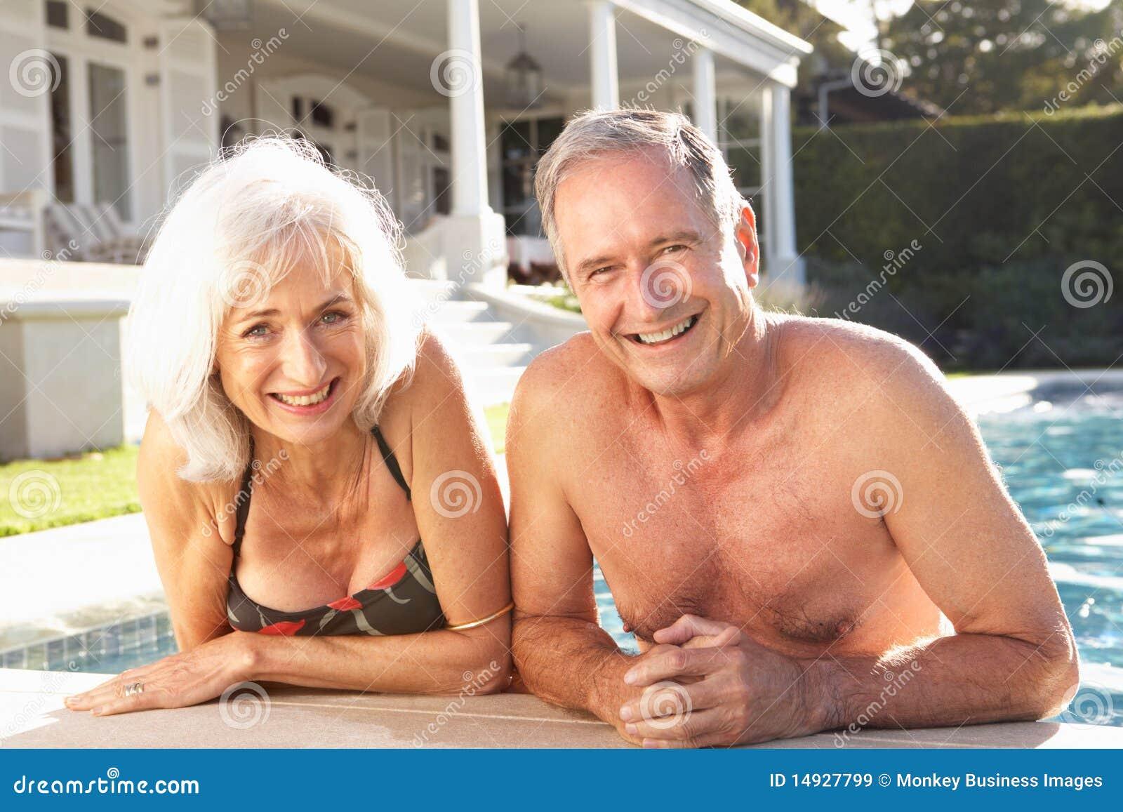 Старик ебет проститутку, Старик и молодая шлюха -видео. Смотреть Старик 27 фотография
