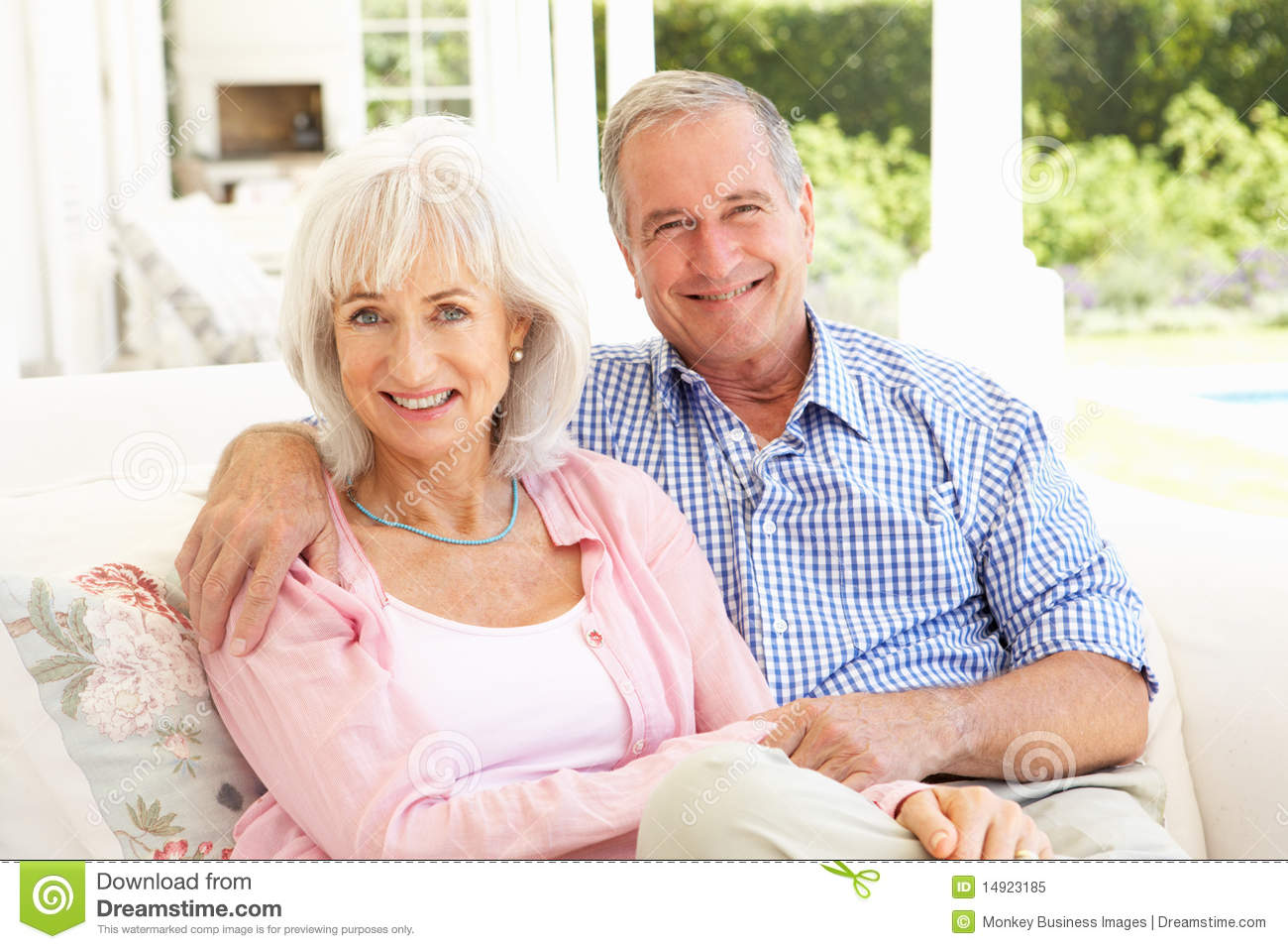 https://thumbs.dreamstime.com/z/senior-couple-relaxing-together-sofa-14923185.jpg