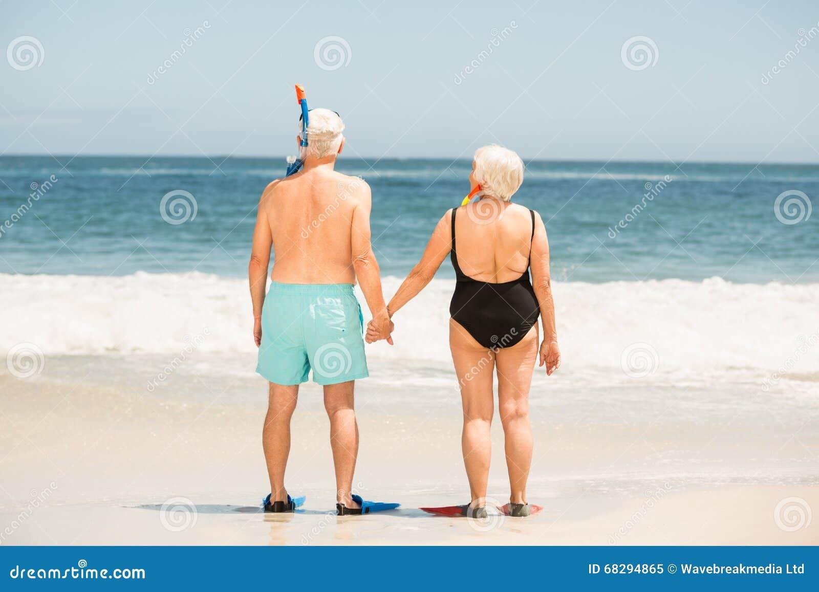 признаюсь пожилые на закрытом пляже гомосексуалисты