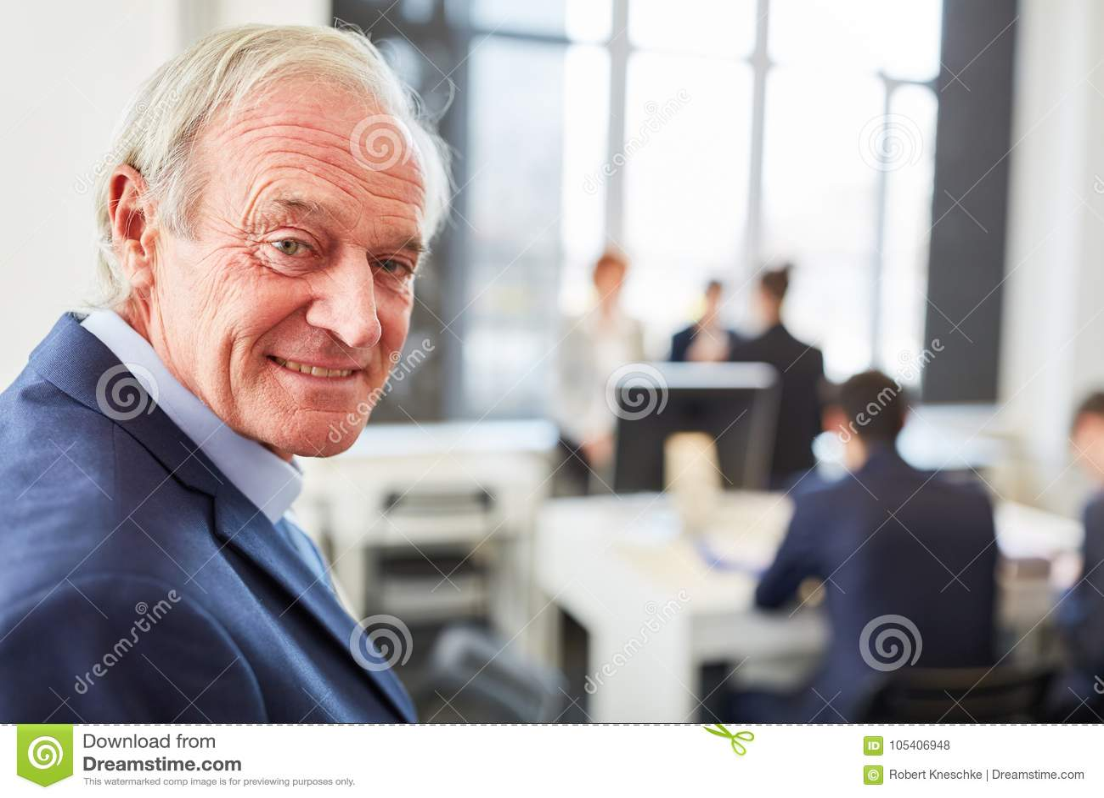 Senior jako konsultant z kompetencją
