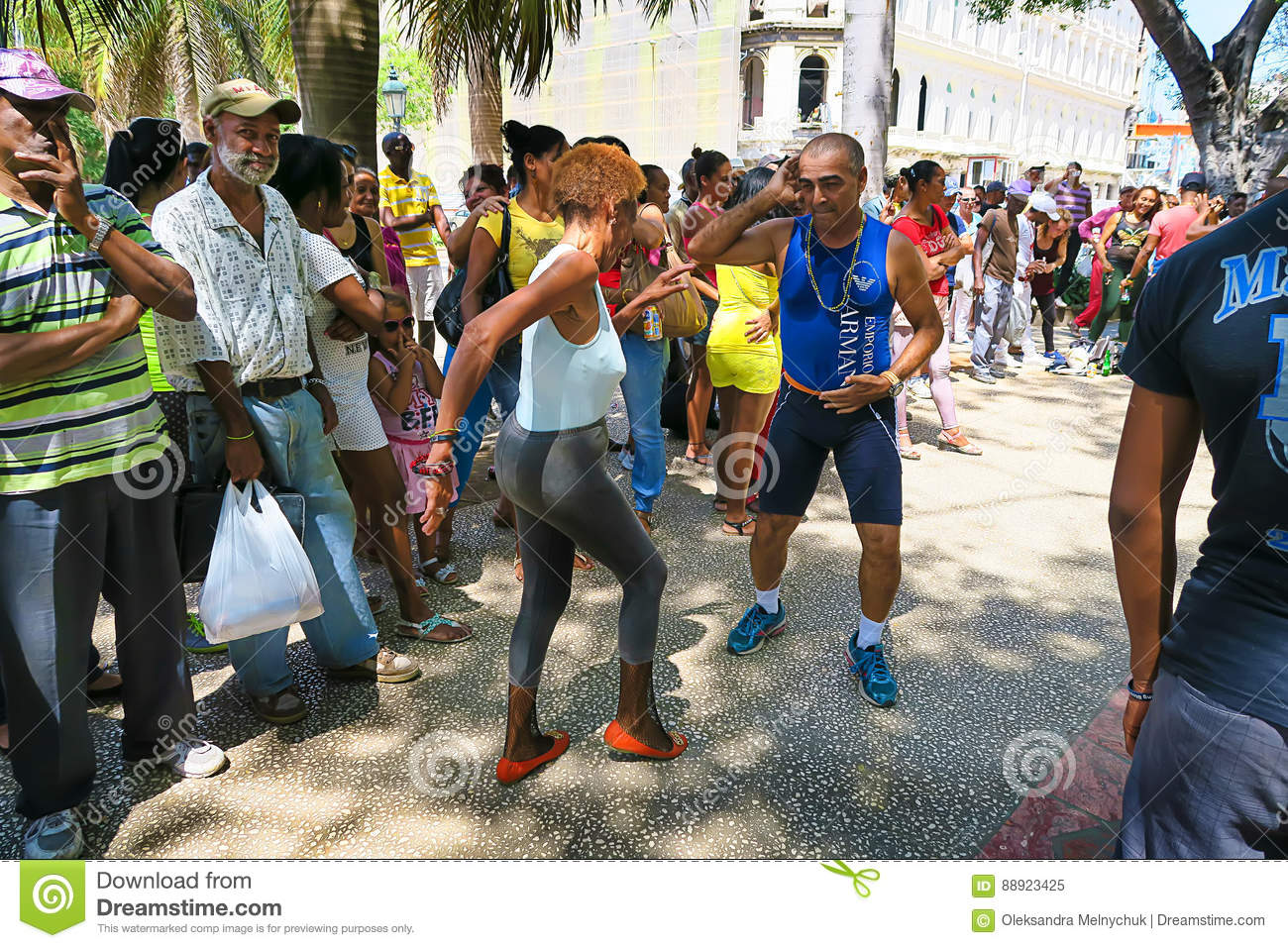 Senior street salsa in Havana