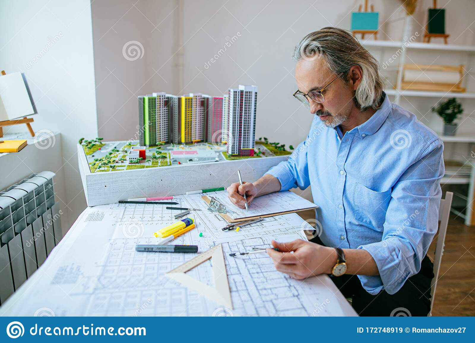 https://thumbs.dreamstime.com/z/senior-successful-architect-engineer-working-office-caucasian-formal-wear-work-using-drawings-schemes-stationery-172748919.jpg
