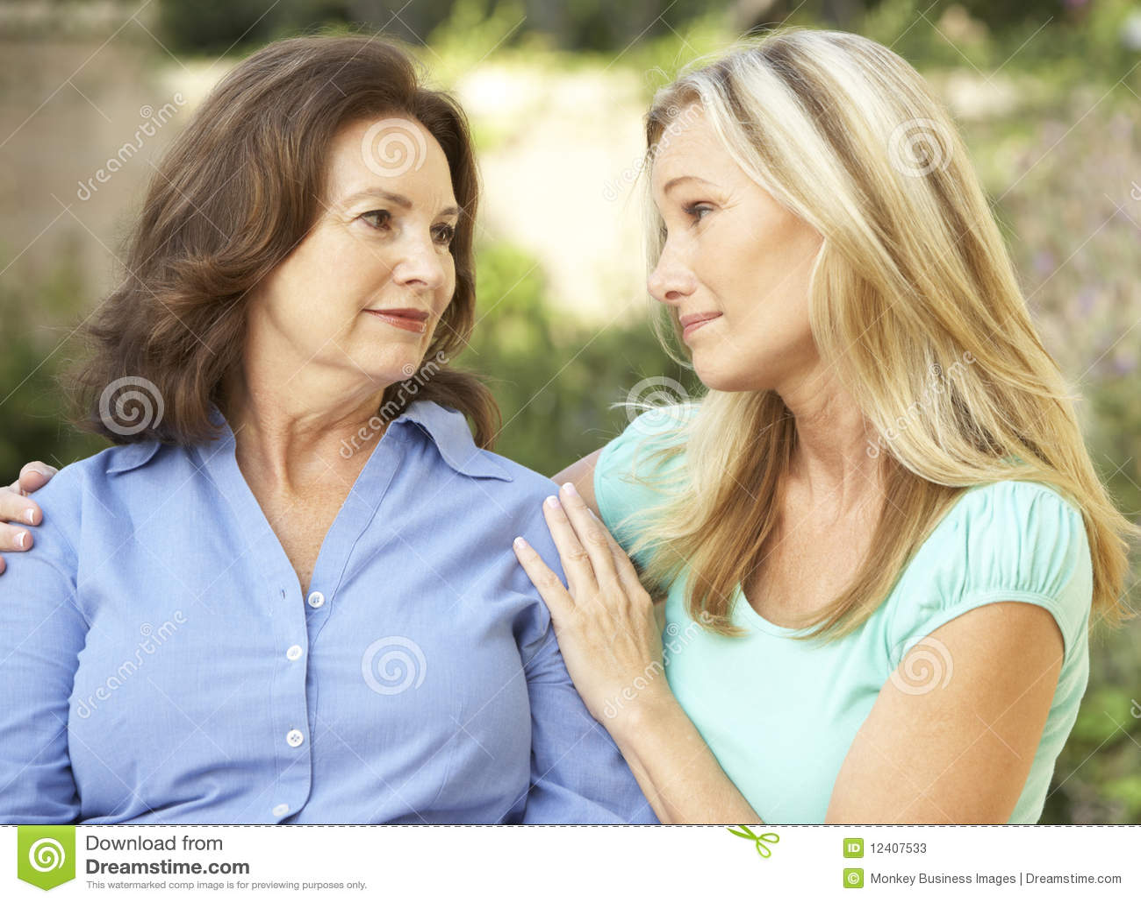 Юноша и подруги мамы 10 фотография