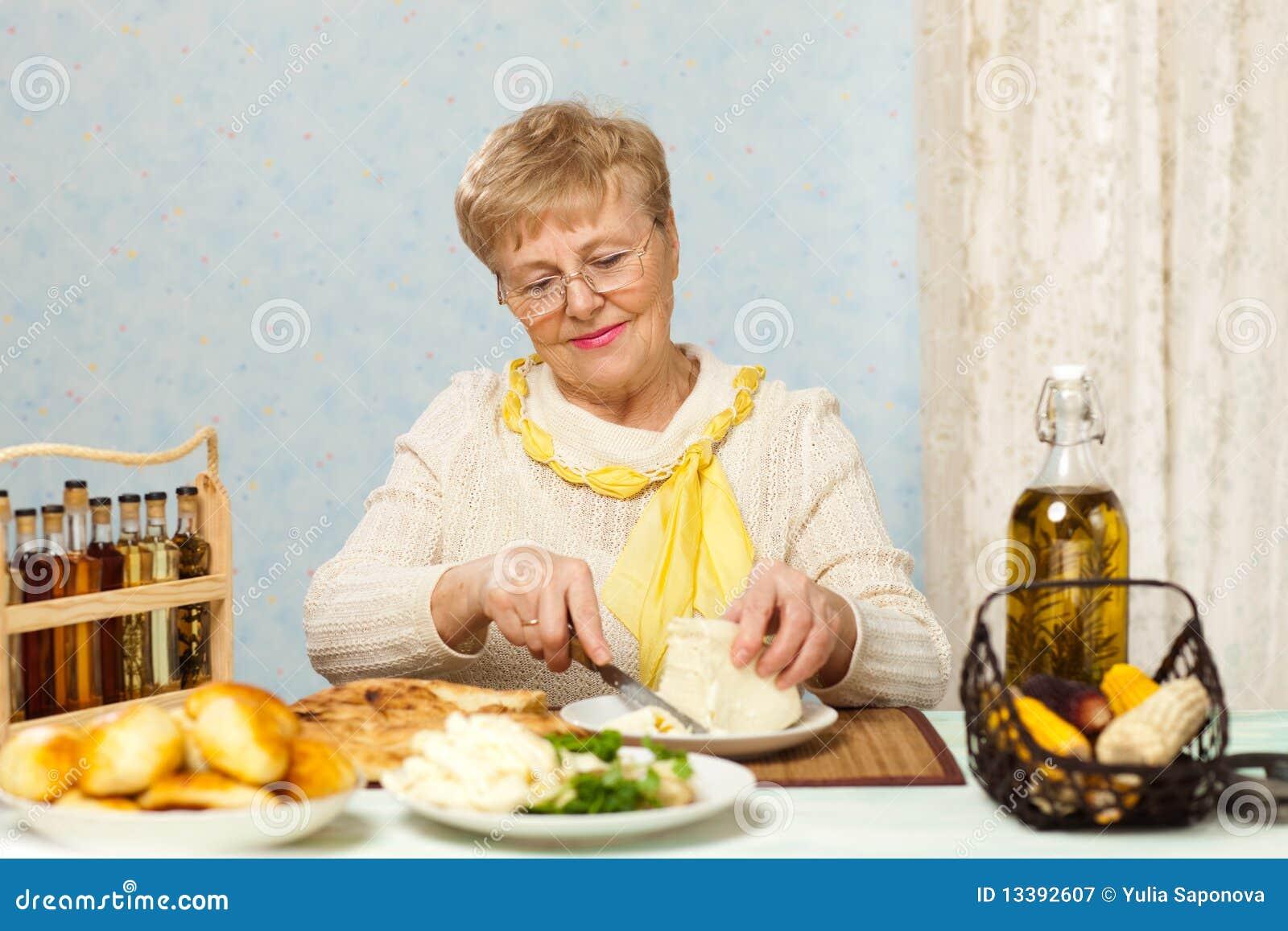Снял пожилую женщину с улицы 9 фотография