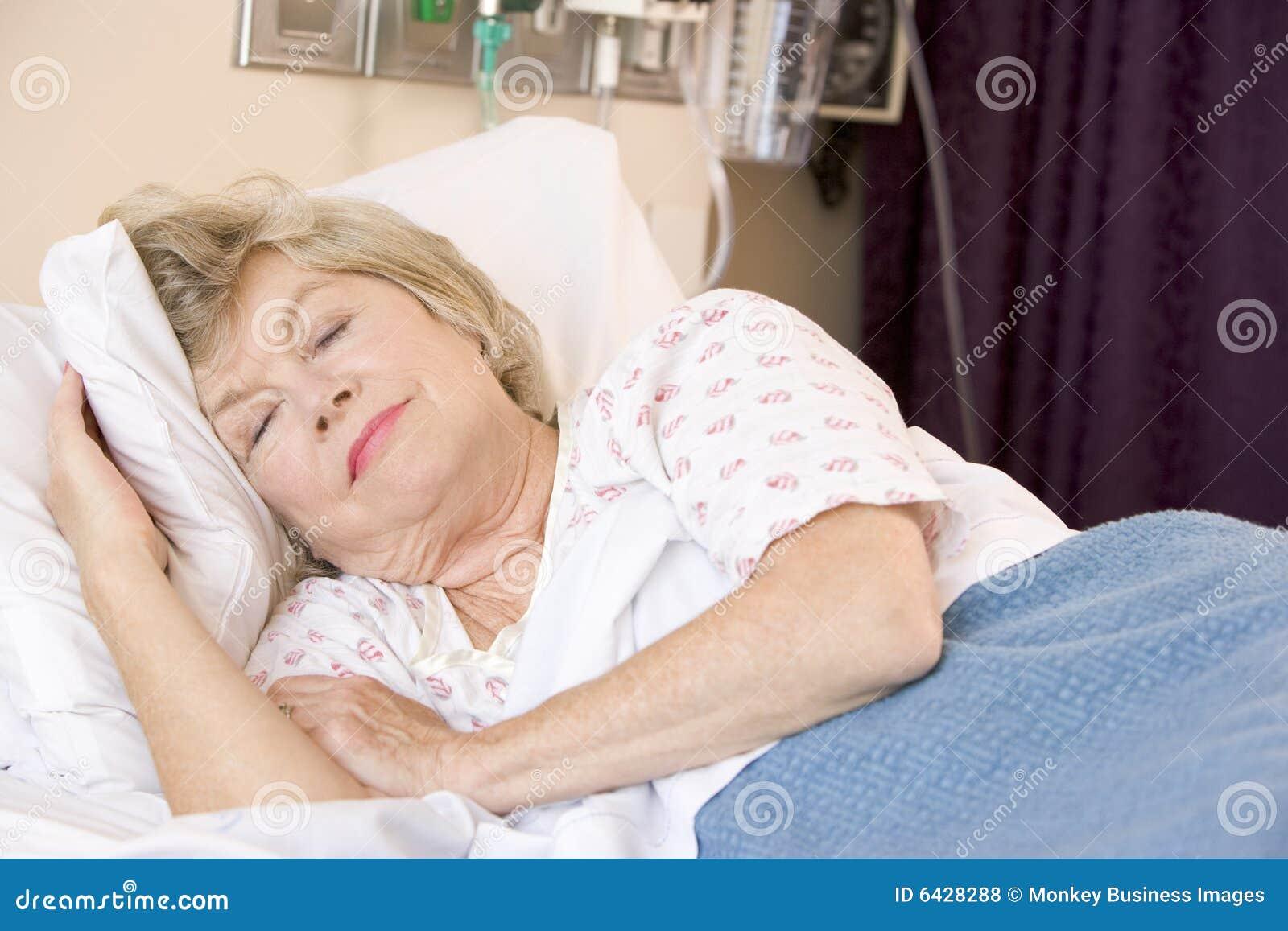 Фото спит в халате 13 фотография