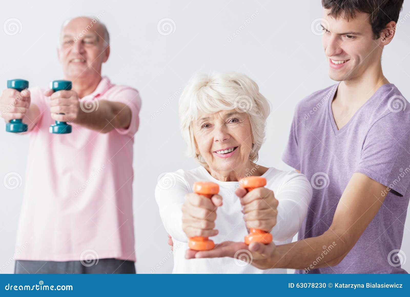 Seniory biorą opiekę o zdrowie