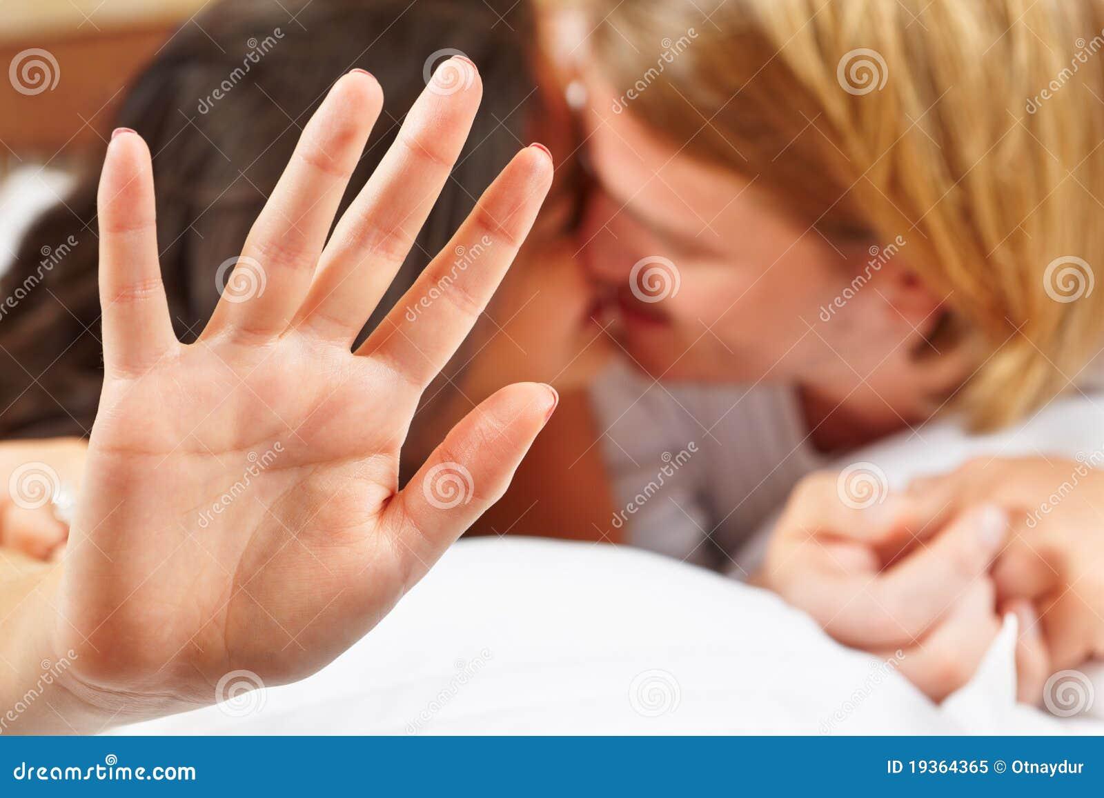 Sensação da senhora estorvada quando beijo