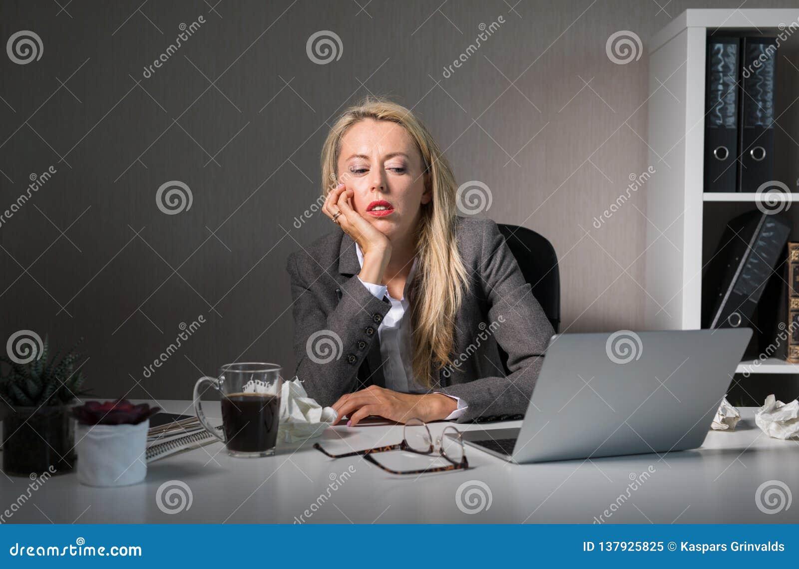 Sensibilità della donna alesata al suo lavoro